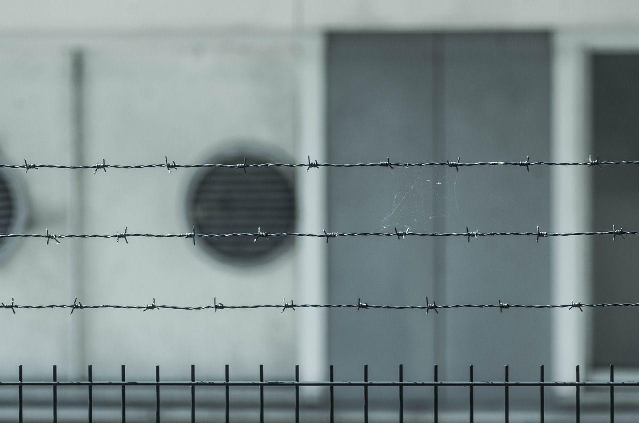 Violentò e uccise un 13enne, pedofilo ustionato da compagno di cella: 'Volevo che soffrisse'