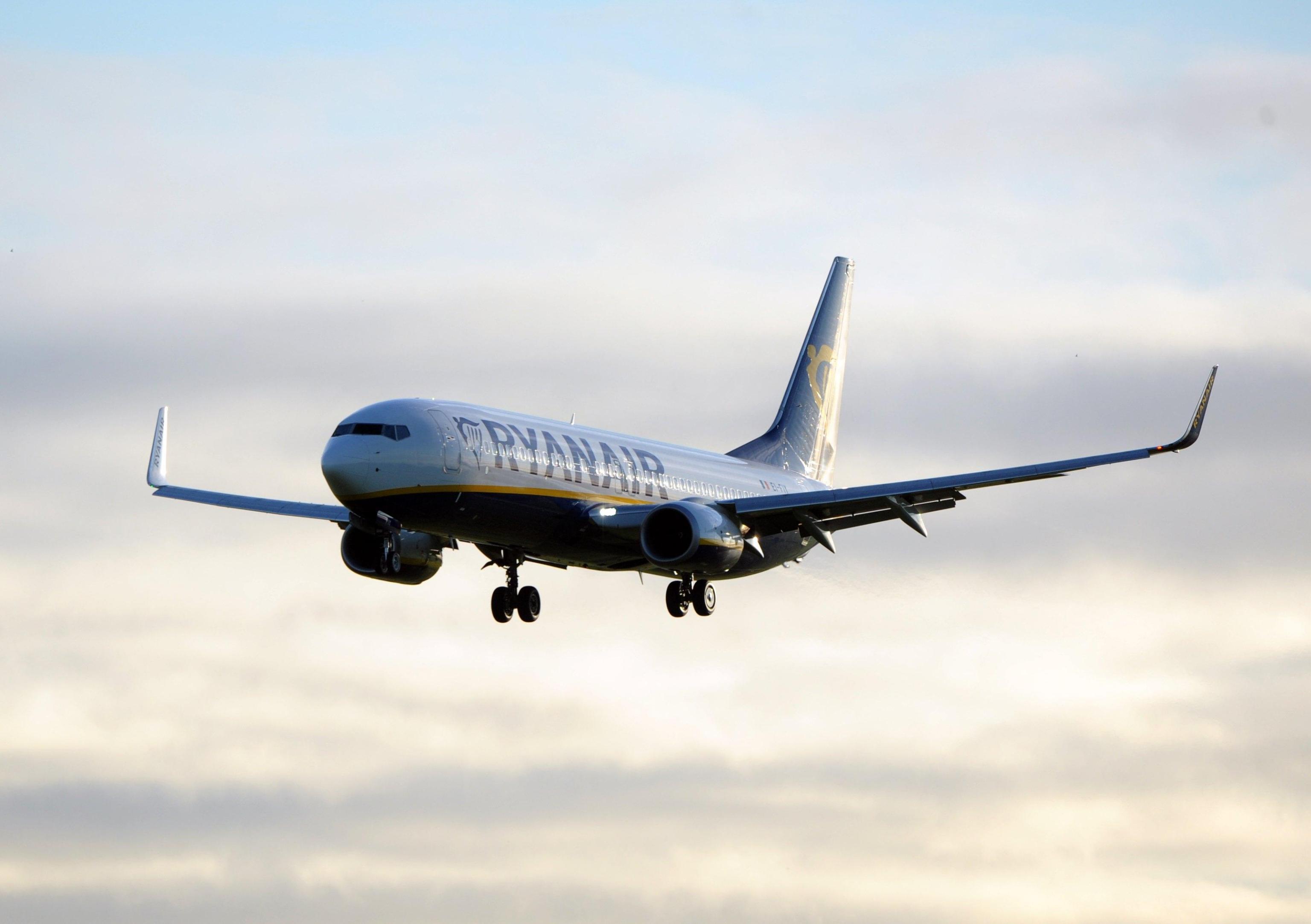 Allarme bomba su volo Ryanair, intervengono i jet militari della Raf