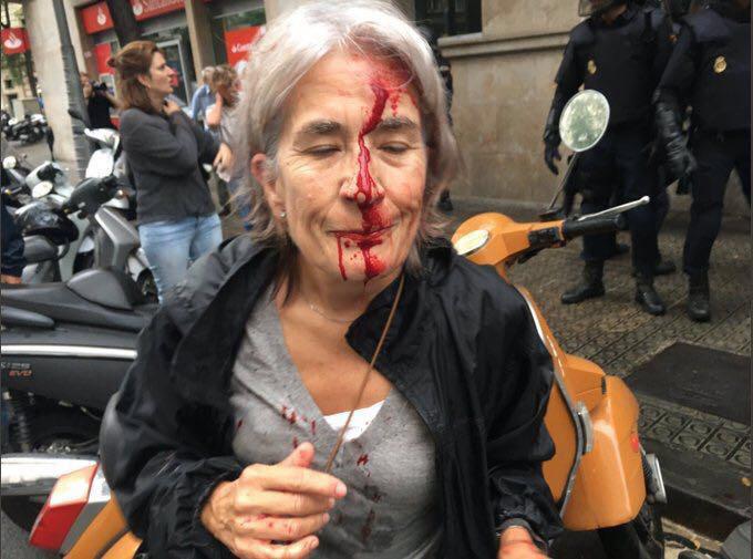 ++ Catalogna: tafferugli e spintoni tra polizia e votanti ++