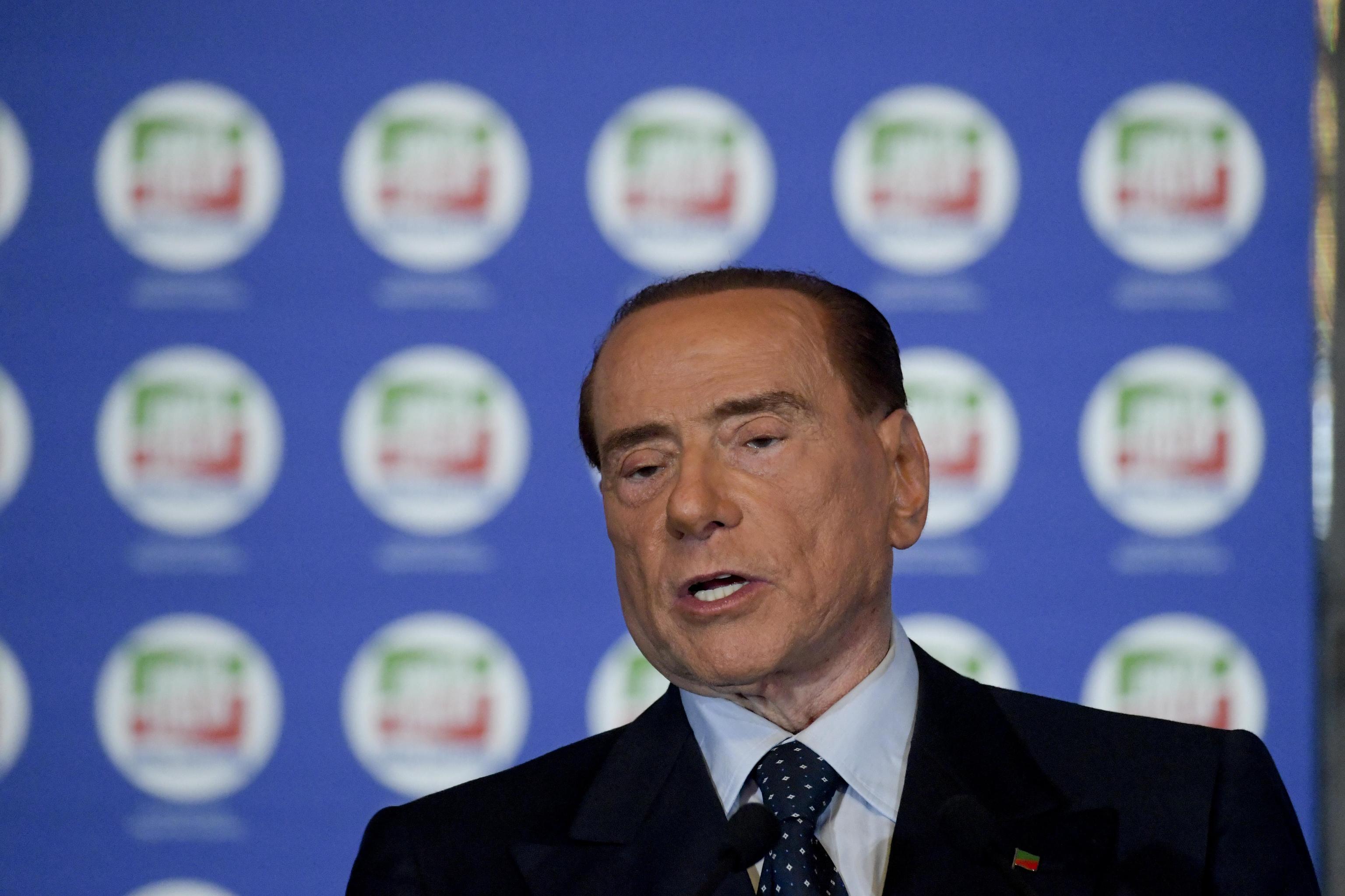 Silvio Berlusconi scrive al premier Paolo Gentiloni: 'Il solo ius soli è ridare casa ai terremotati'