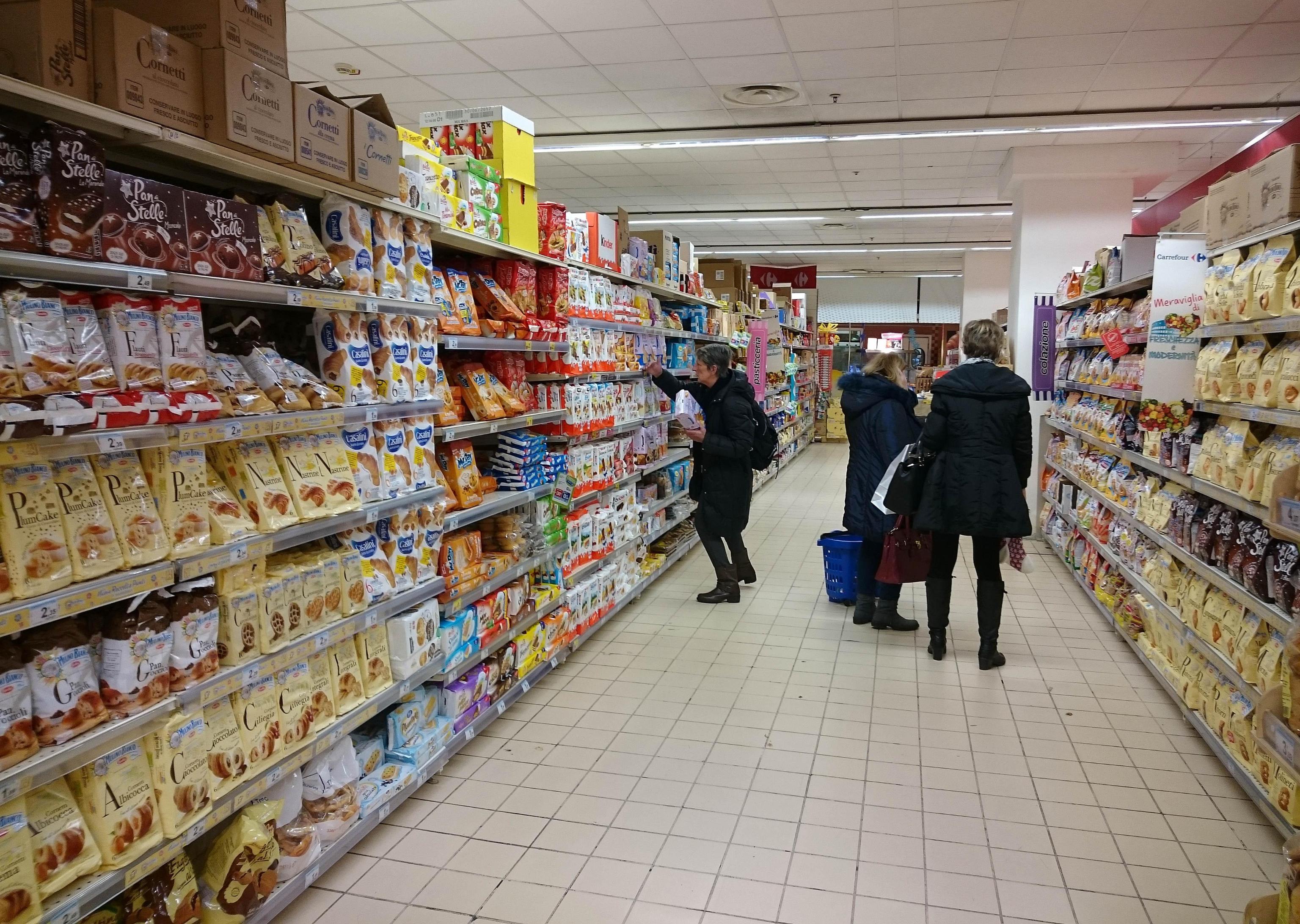 Licenziato dal supermercato per aver rubato poche caramelle: per la Cassazione è giusto così