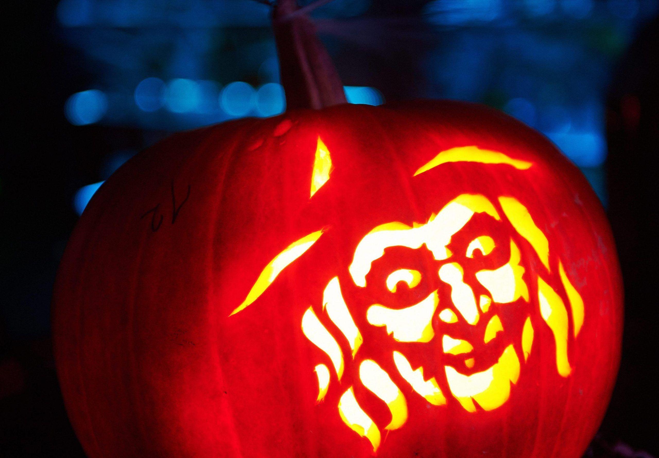 Halloween, le zucche più strane e originali da intagliare