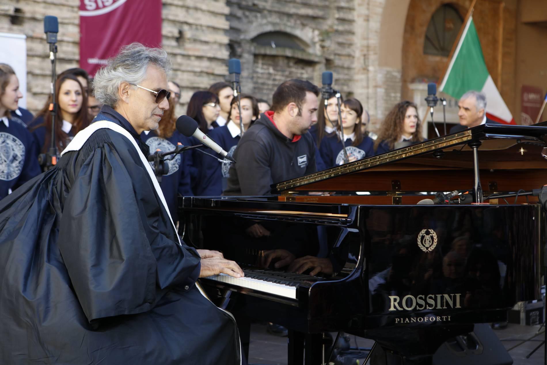Andrea Bocelli laurea honoris causa 72c5dd79d4b5