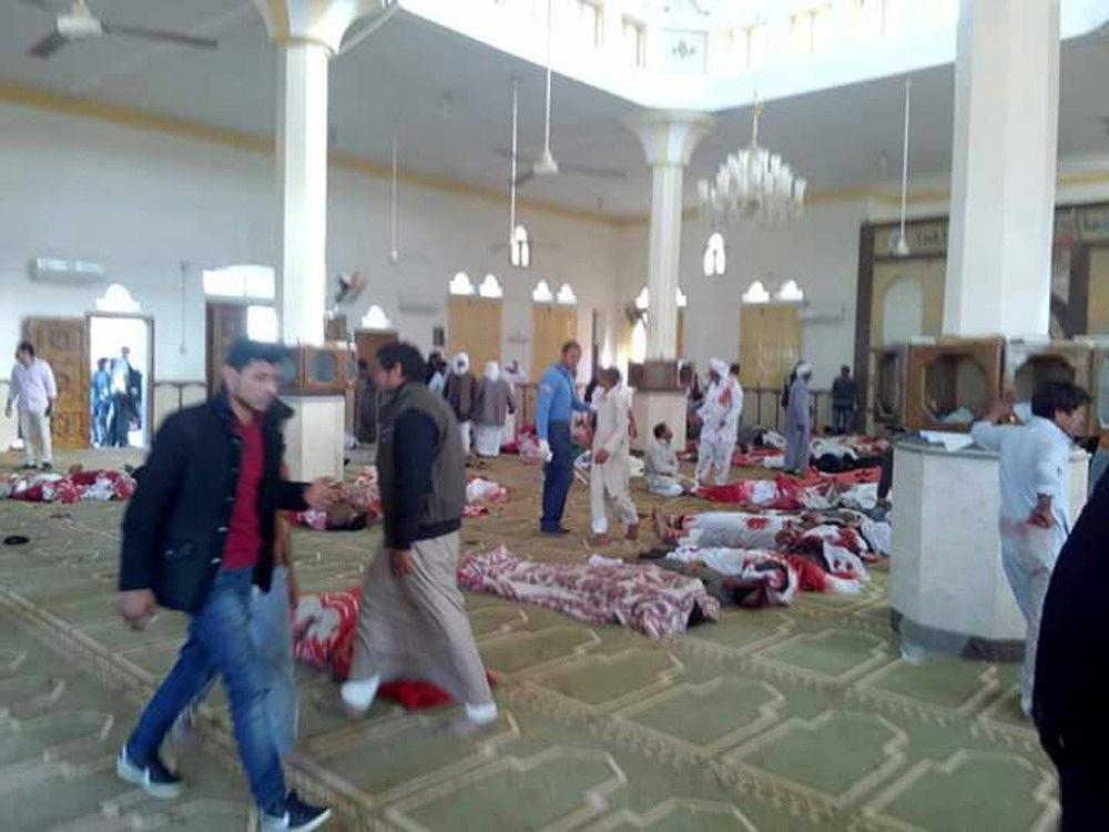 Egitto, attentato in moschea: strage di fedeli, centinaia di morti