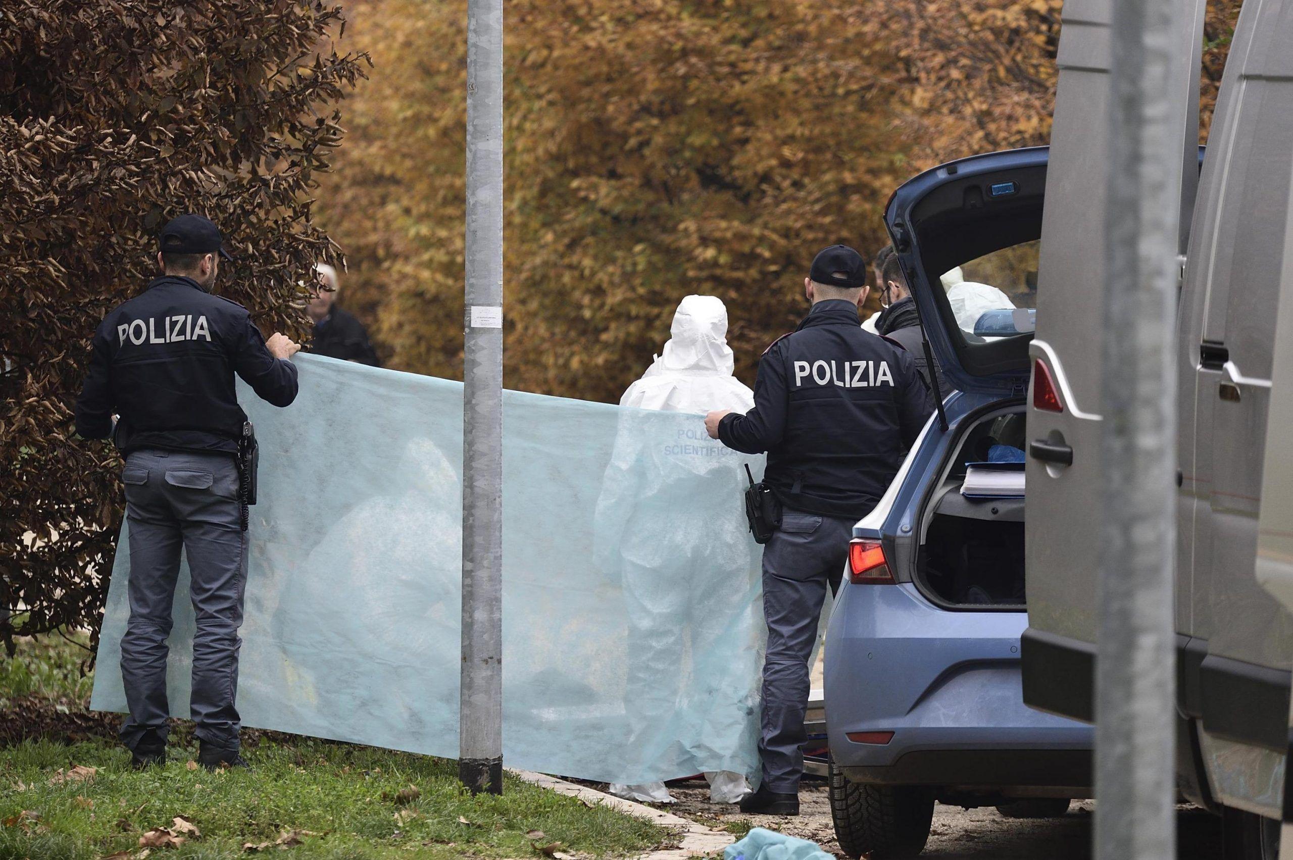 Donna trovata uccisa a Milano: era uscita stamani col cane