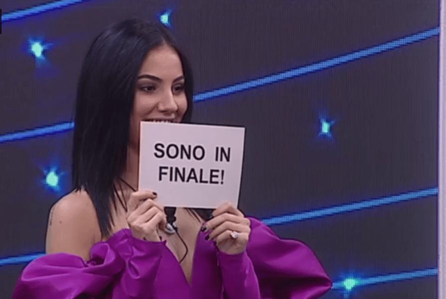 Giulia De Lellis prima finalista del GF VIP 2, Alfonso Signorini: 'Te la sei meritata'