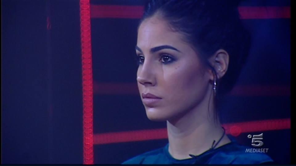 GF VIP 2, Giulia De Lellis fa un'altra gaffe: 'I bidelli sono tutti handicappati'
