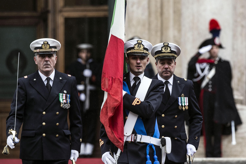 Picchetto onore giuramento Mattarella a Montecitorio