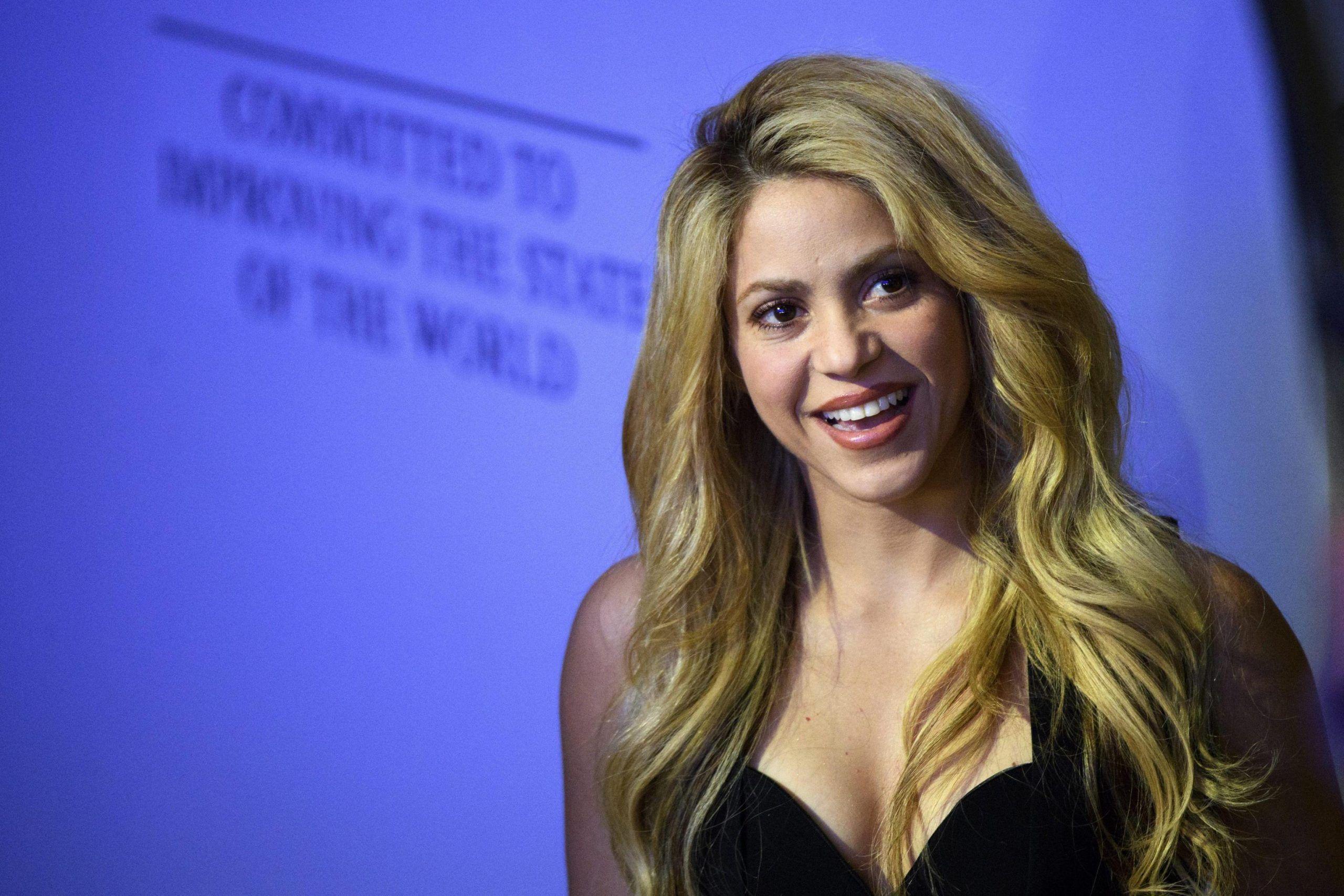 Shakira rimanda il tour per problemi alle corde vocali: 'Sono ansiosa di tornare sul palco'