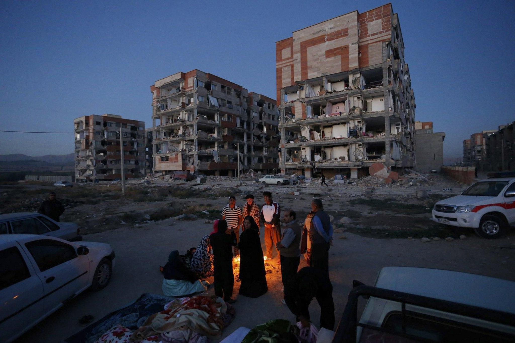 7.2 magnitude earthquake hits region along the border between Iran and Iraq