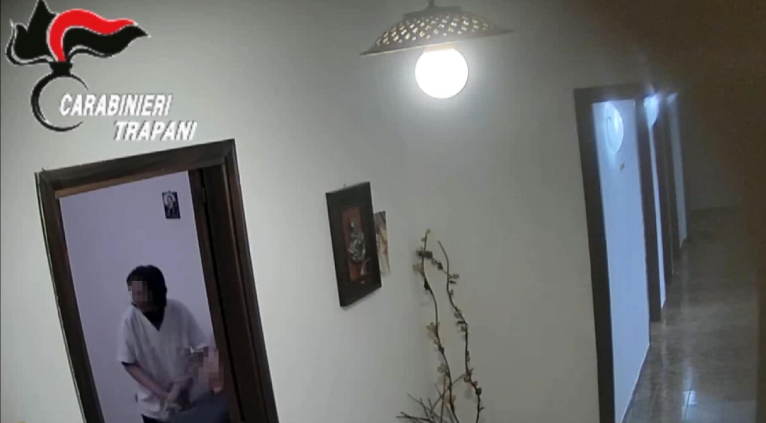 Casa degli orrori a Trapani: anziani picchiati e insultati nell'ospizio lager