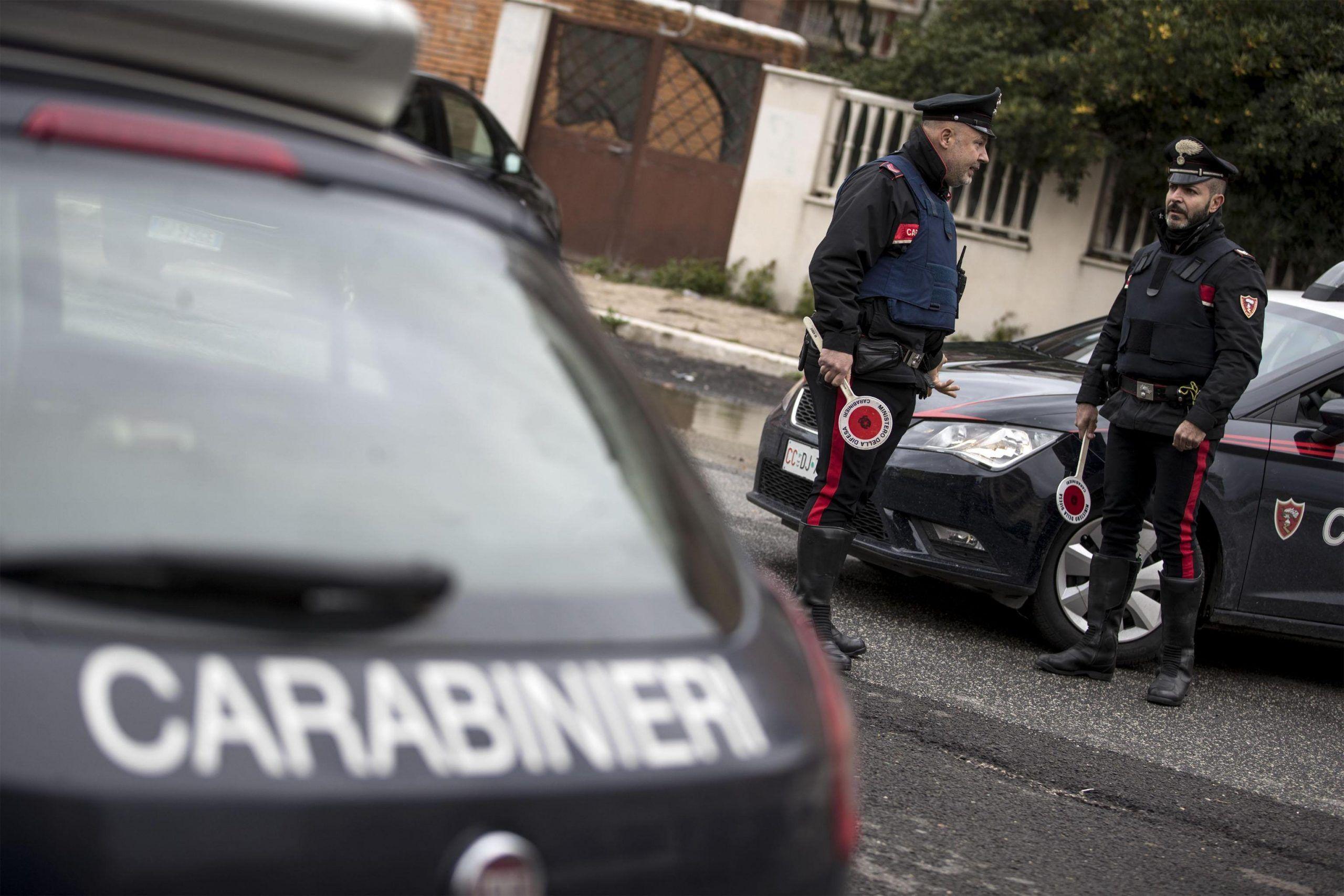 Muratore trovato morto in casa a Genova, forse un malore