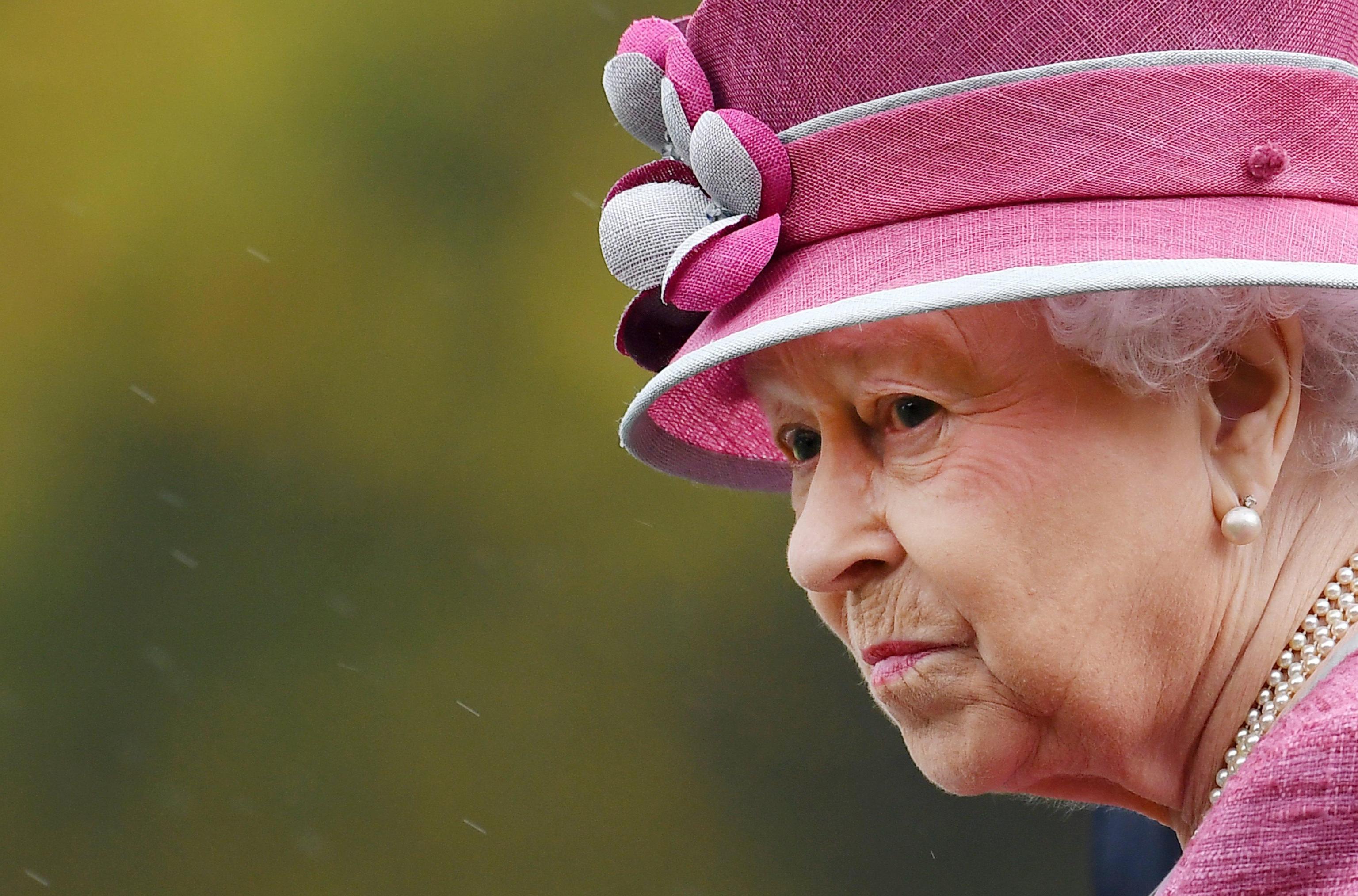 Panama Papers: Regina Elisabetta, Madonna e Bono Vox tra i vip coinvolti