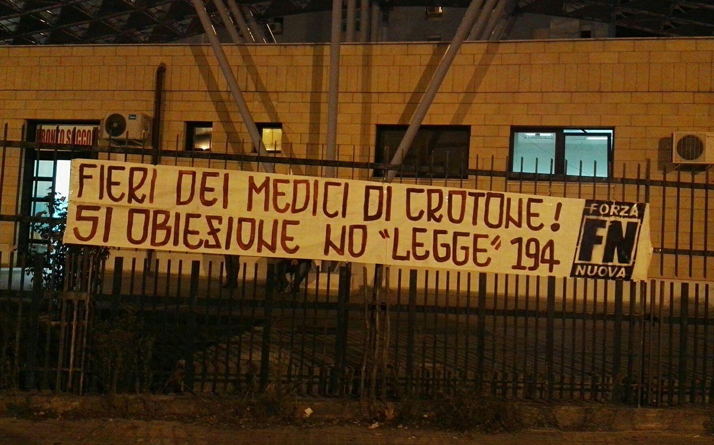 Aborto, diritto negato alle donne di Crotone: medici e infermieri sono tutti obiettori