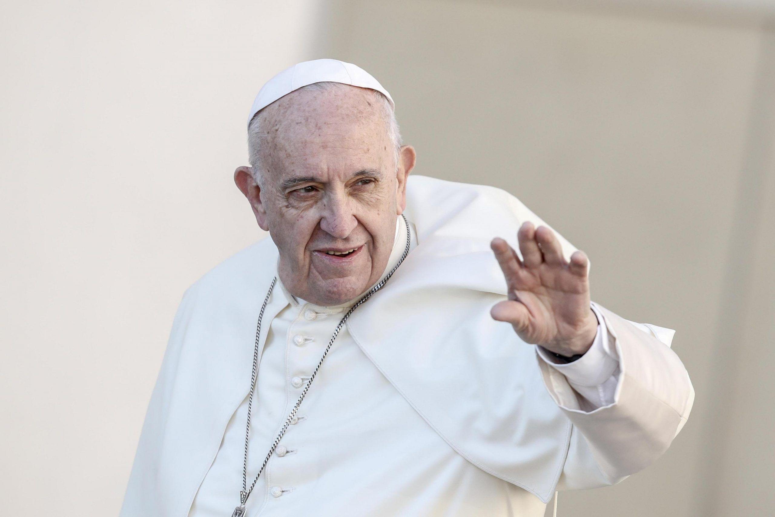 Papa Francesco su fine vita e accanimento terapeutico: «Può essere moralmente lecito rinunciare o sospendere le cure»