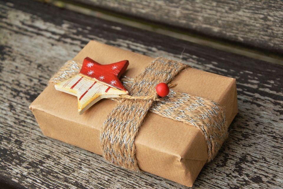 Libri da regalare a Natale, i romanzi più belli da avere sotto l'albero