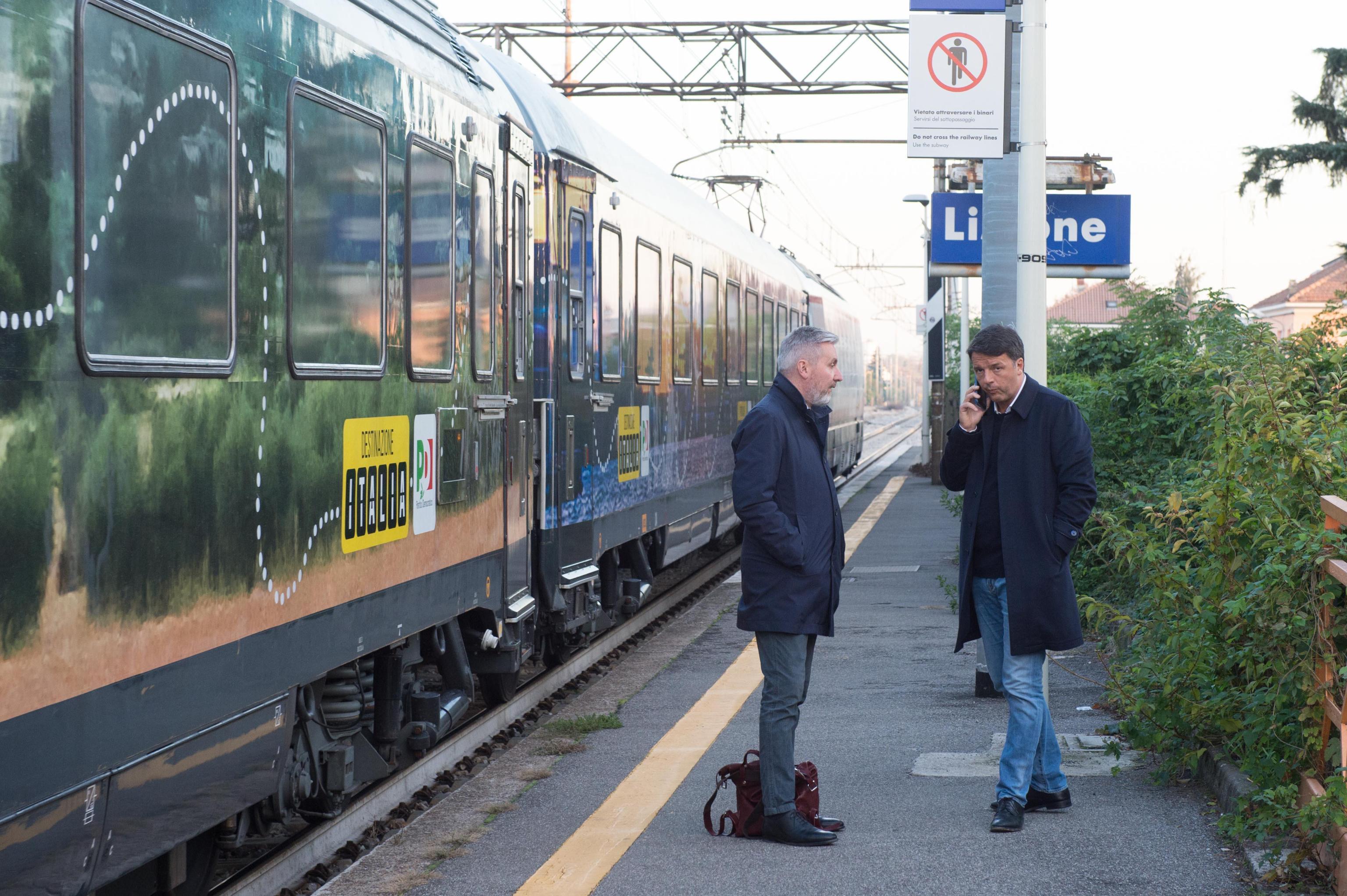 Il treno del Pd di Matteo Renzi investe e uccide donna vicino Viterbo