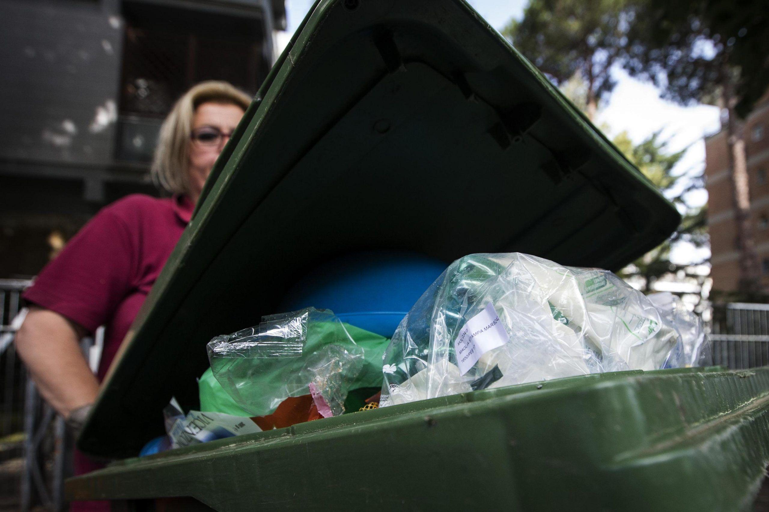 Roma:Raggi,stop polemiche rifiuti,lavoriamo per città pulita