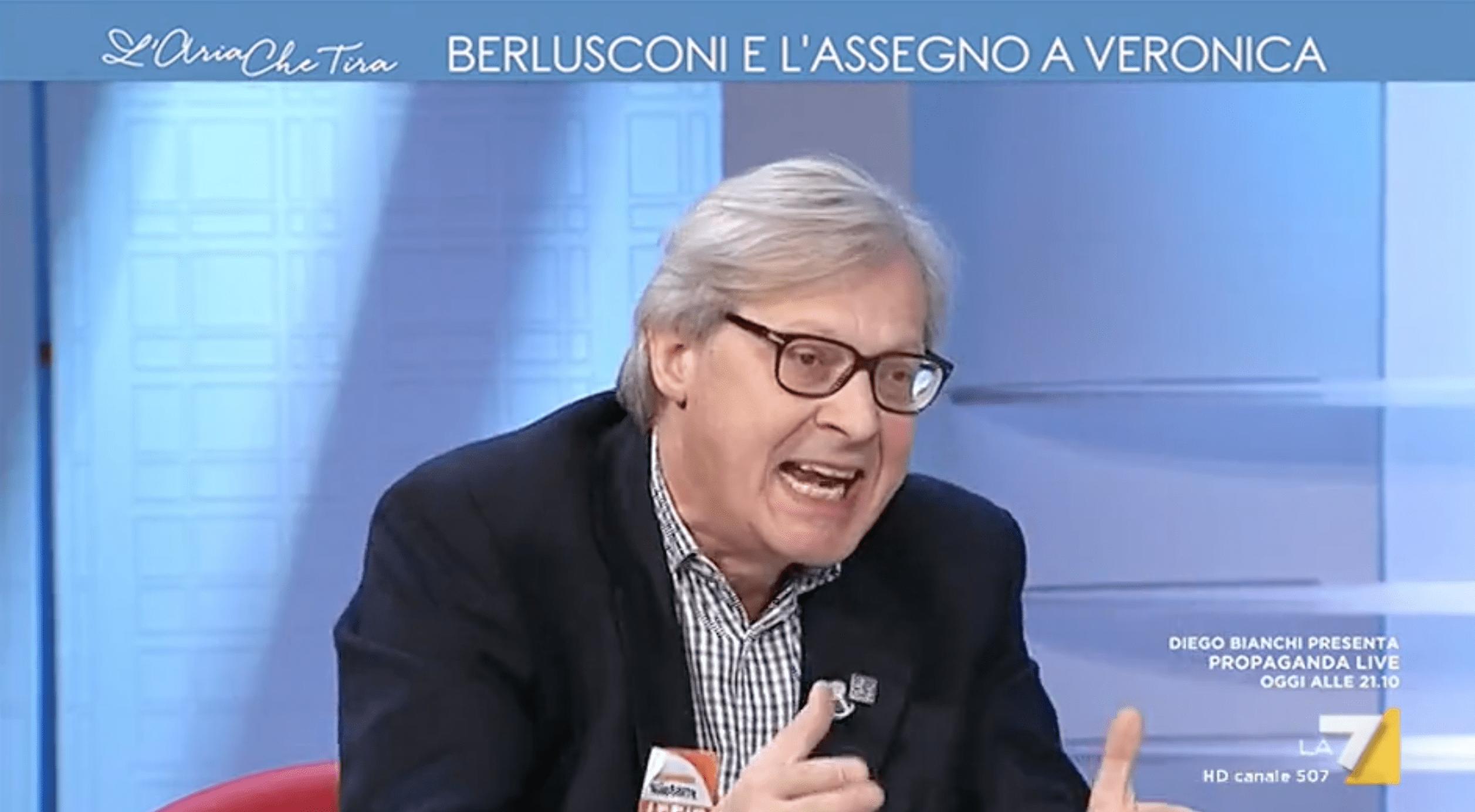 Vittorio Sgarbi contro Vauro a L'aria che tira: 'Poveretto, imbecille, idiota'