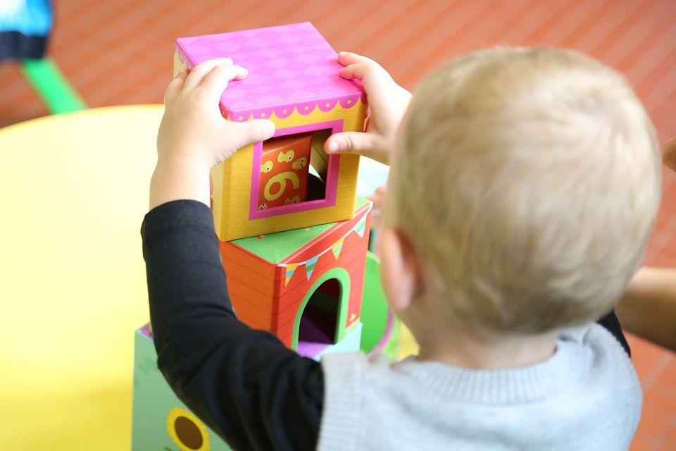 Bonus baby sitter 2018: come funzionano i voucher parenti?