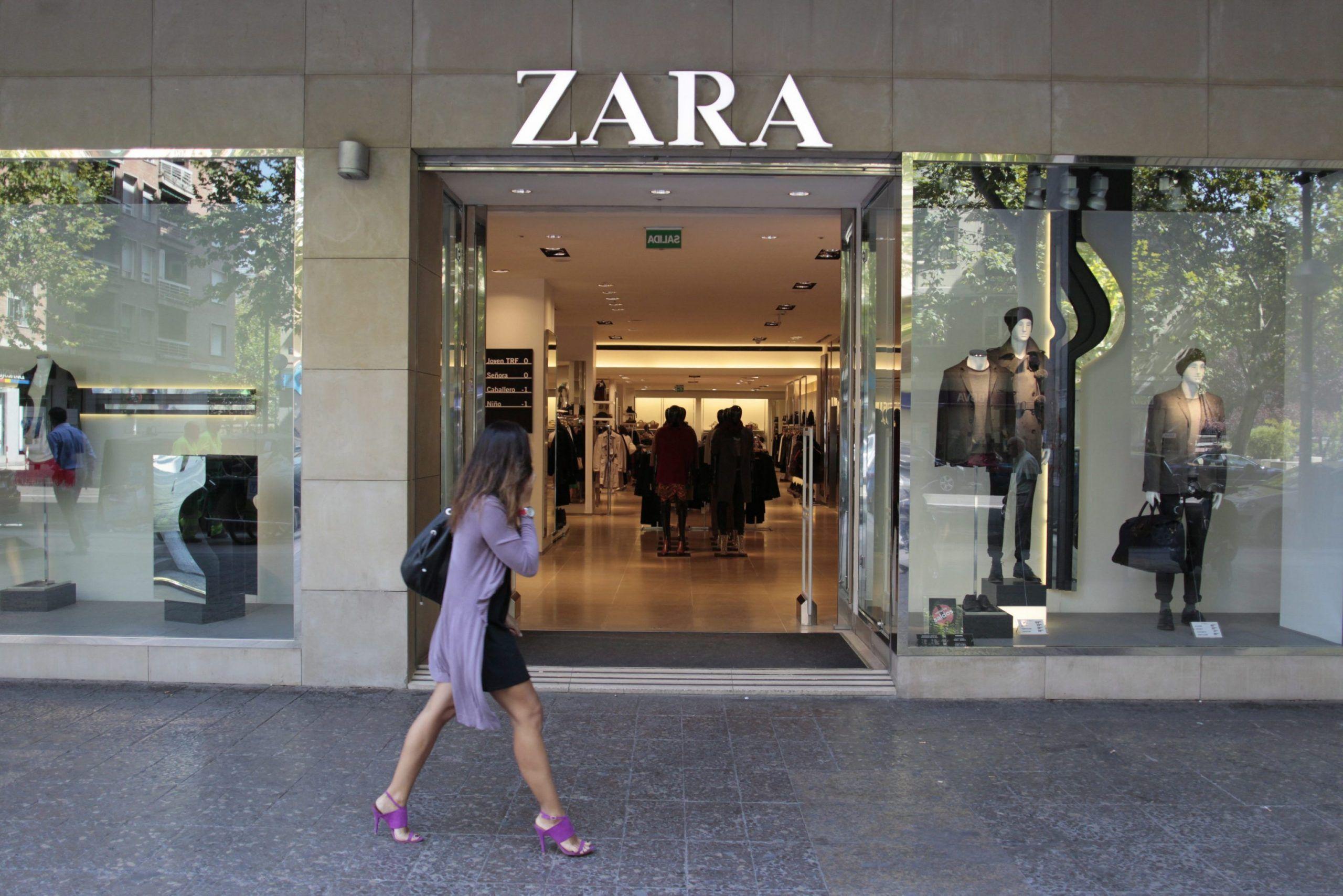 Zara, biglietti di protesta dei lavoratori nei vestiti: 'Ho fatto quest'abito ma non mi hanno pagato'
