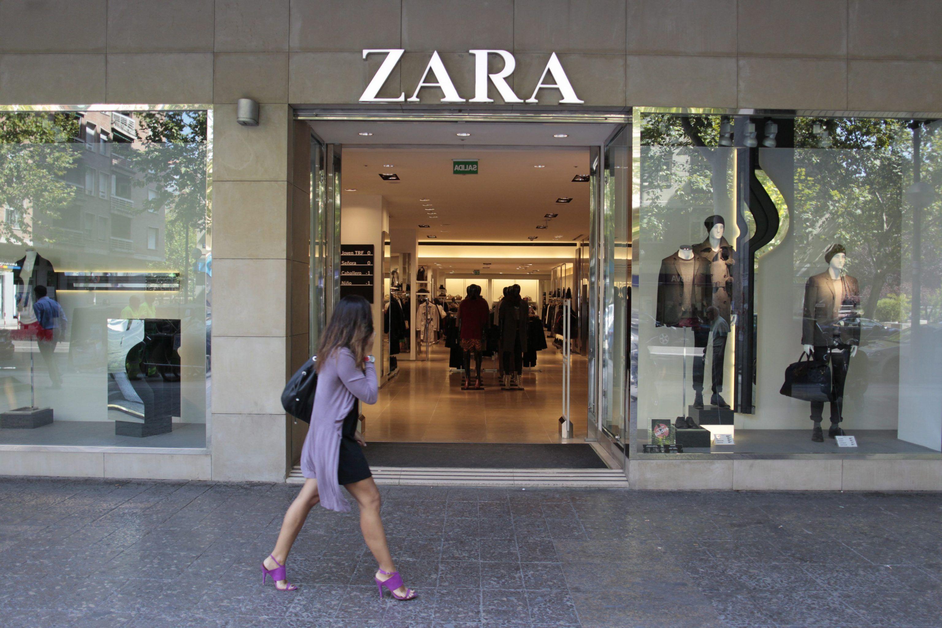 Zara, biglietti di protesta dei lavoratori nei vestiti: 'Ho