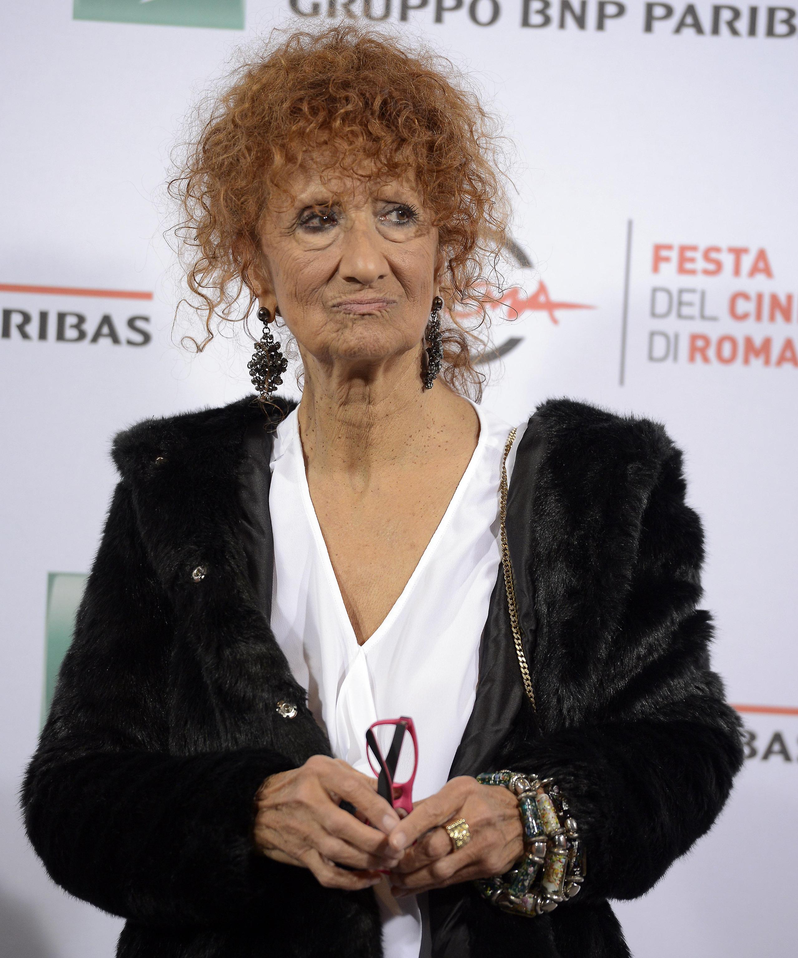 """Anna Mazzamauro picchiata sul set del film """"Poveri ma ricchi"""" di Fausto Brizzi"""