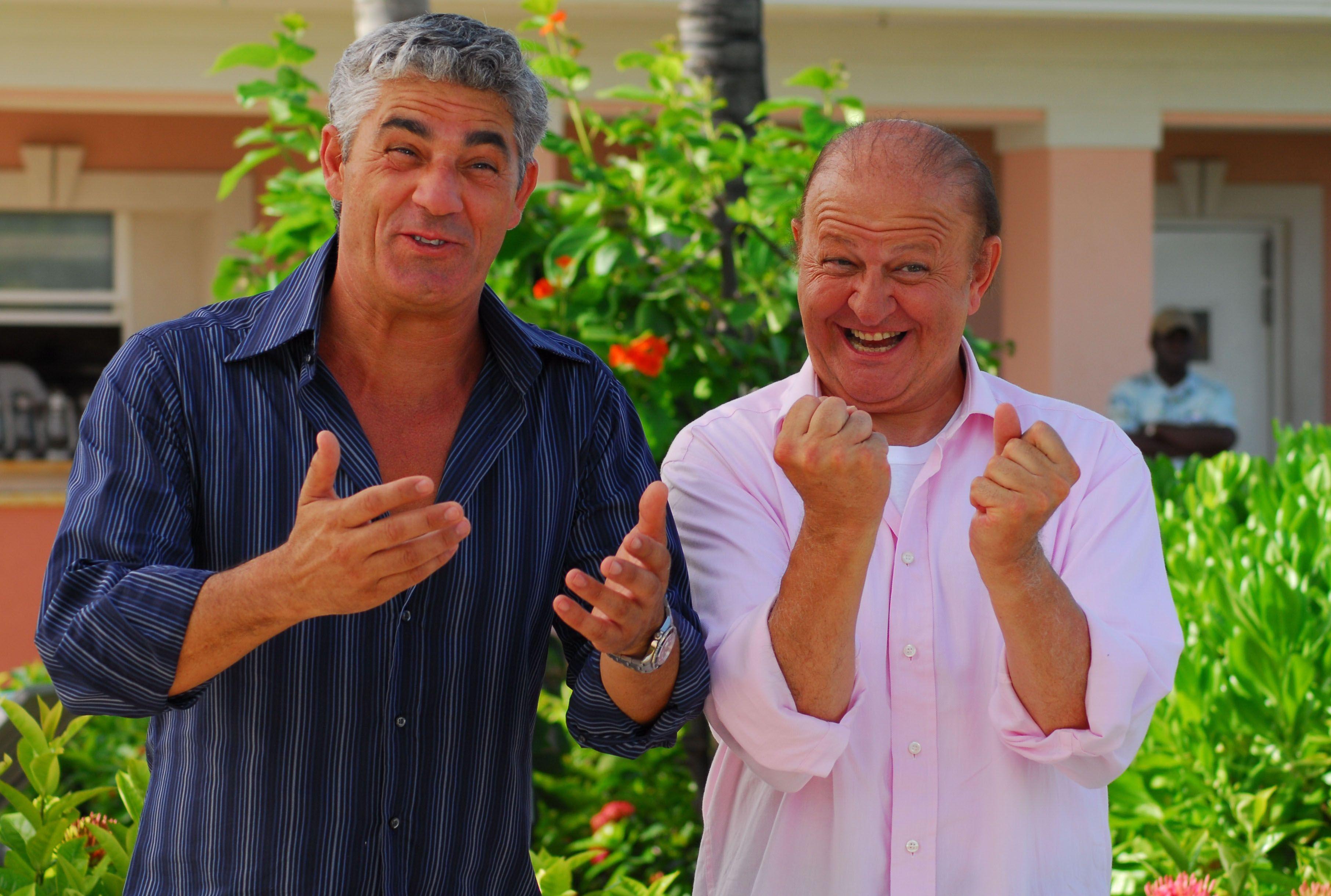 """Biagio Izzo e Massimo Boldi in una scena del film """"Matrimonio alle Bahamas"""""""