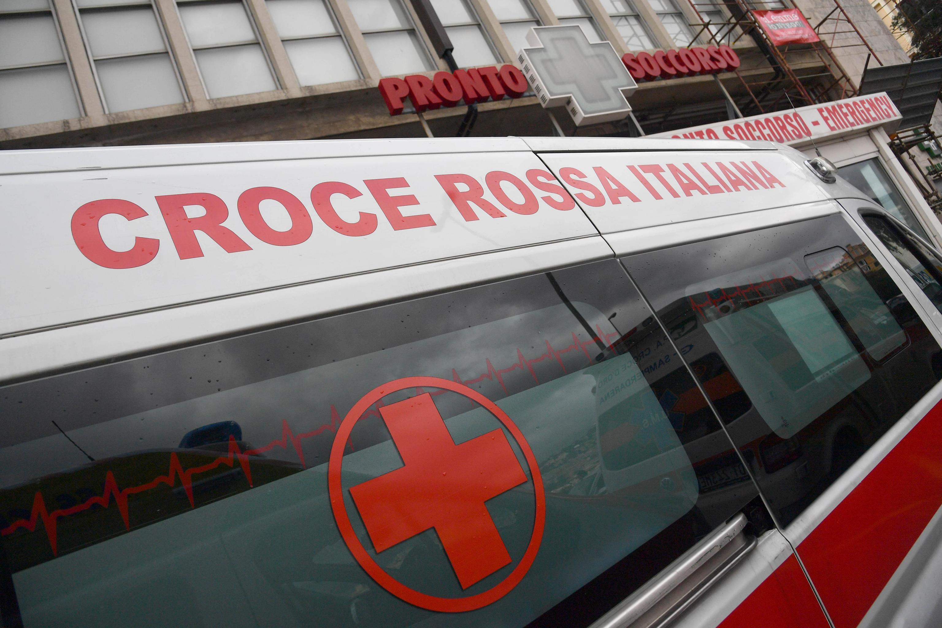 Roma, bimbo di 5 anni cade dal quinto piano e muore