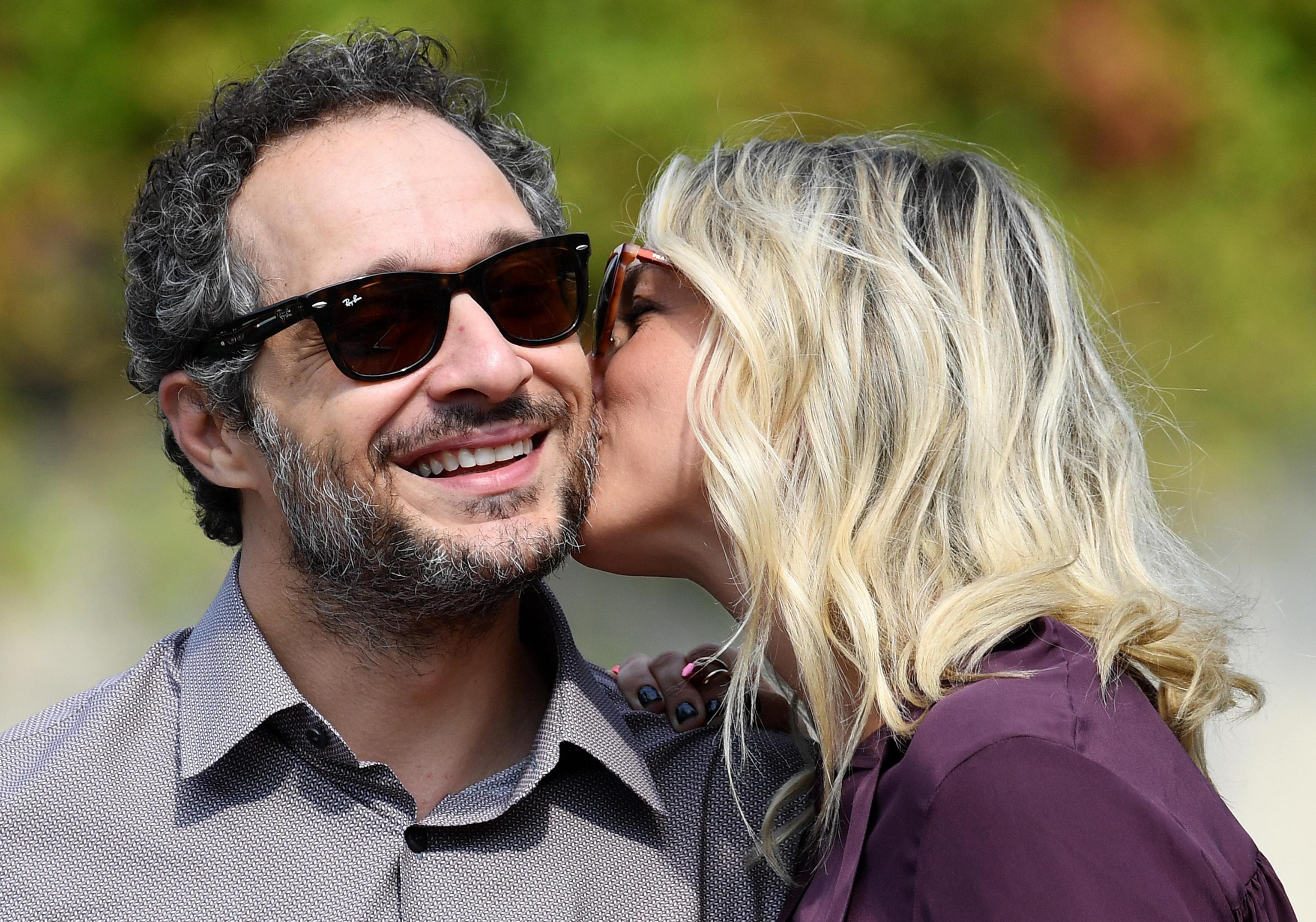Claudio Santamaria e Francesca Barra sposi in segreto? Al dito della coppia spunta un anello