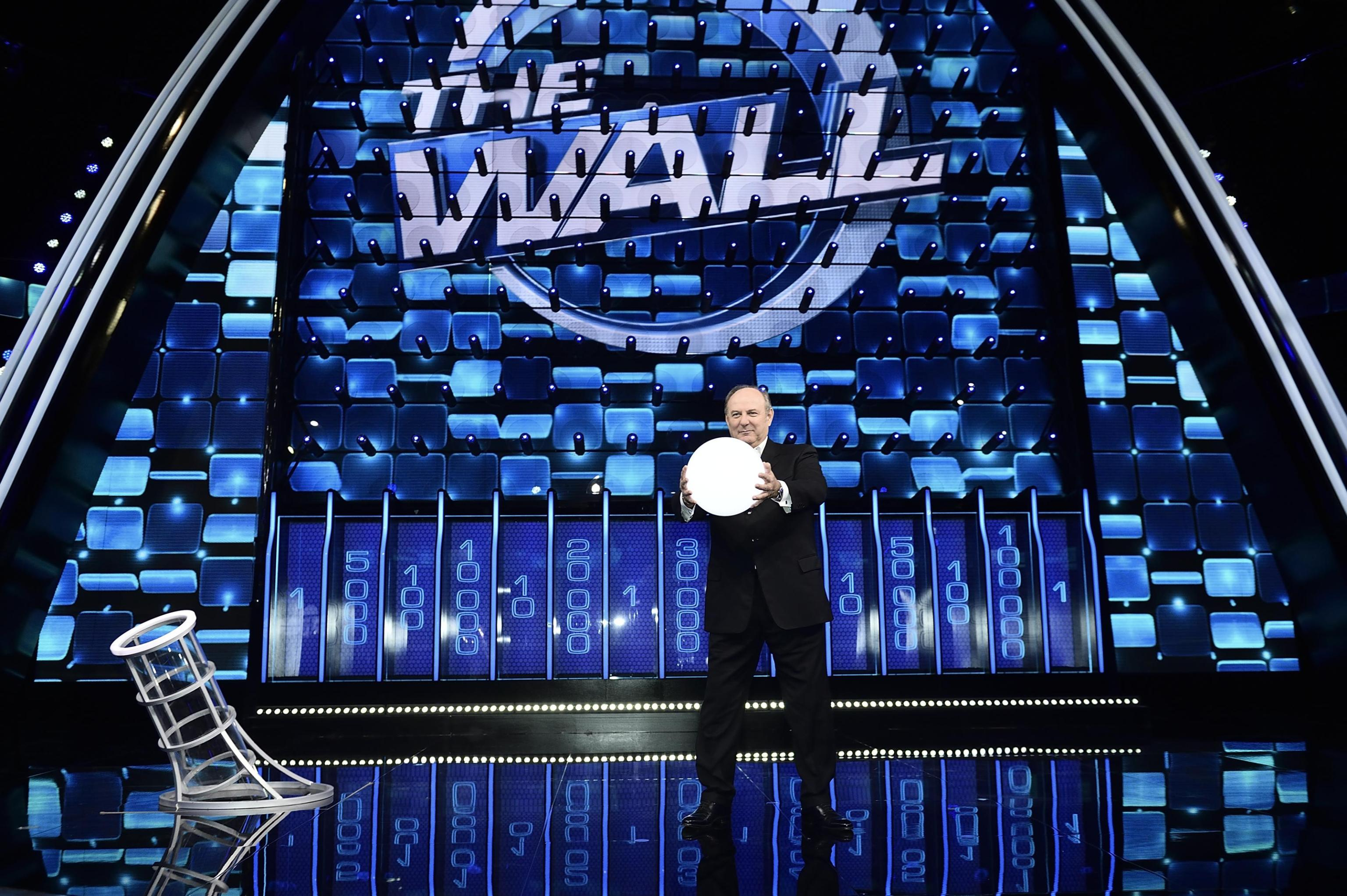 The Wall, errore sulla Divina Commedia: per una coppia di concorrenti 'è scritta in latino'