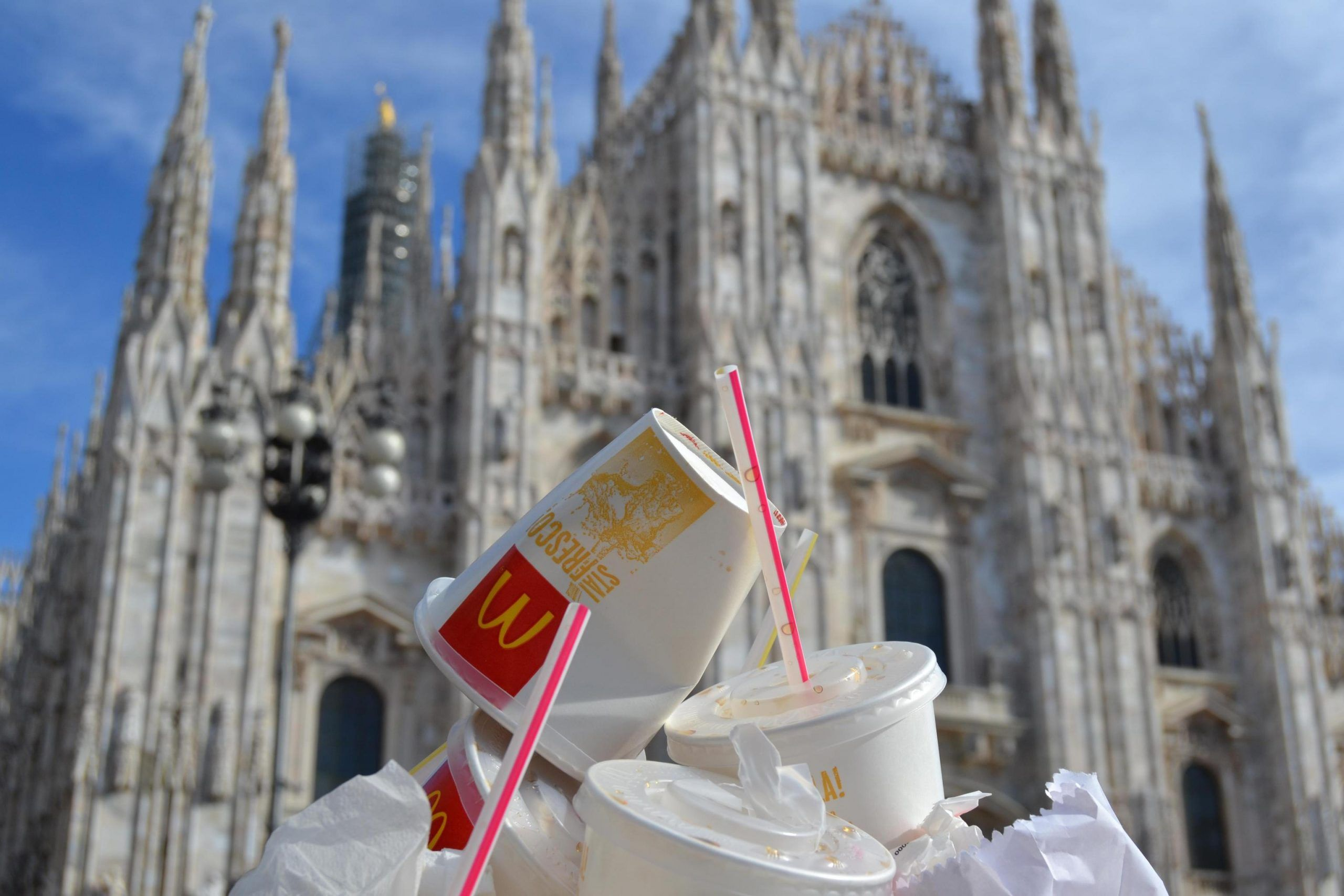 MC DONALD'S LAST DAY OF OPENING IN CENTRE OF MILAN