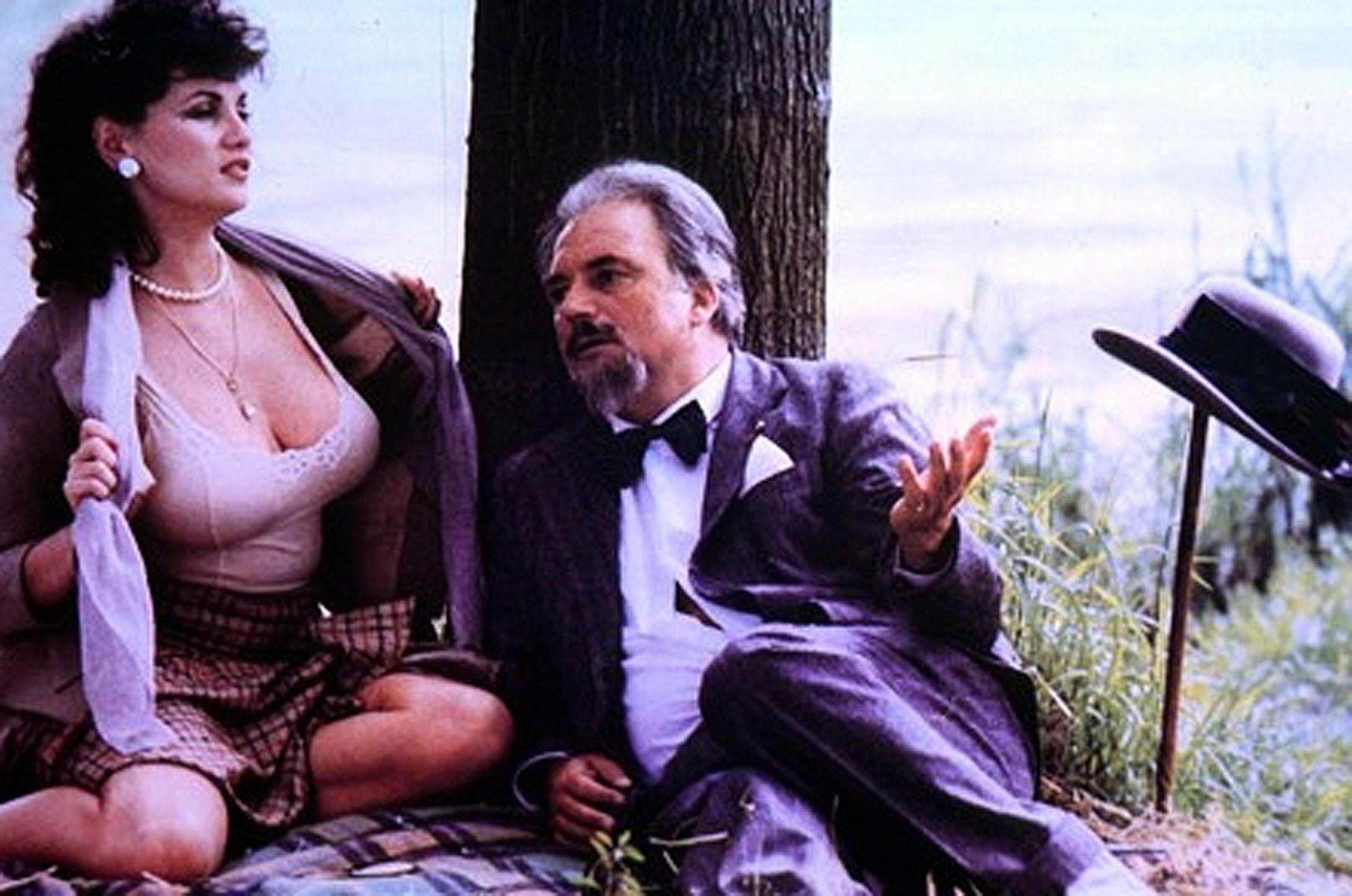 Serena Grandi con Franco Interlenghi in una scena del film Miranda