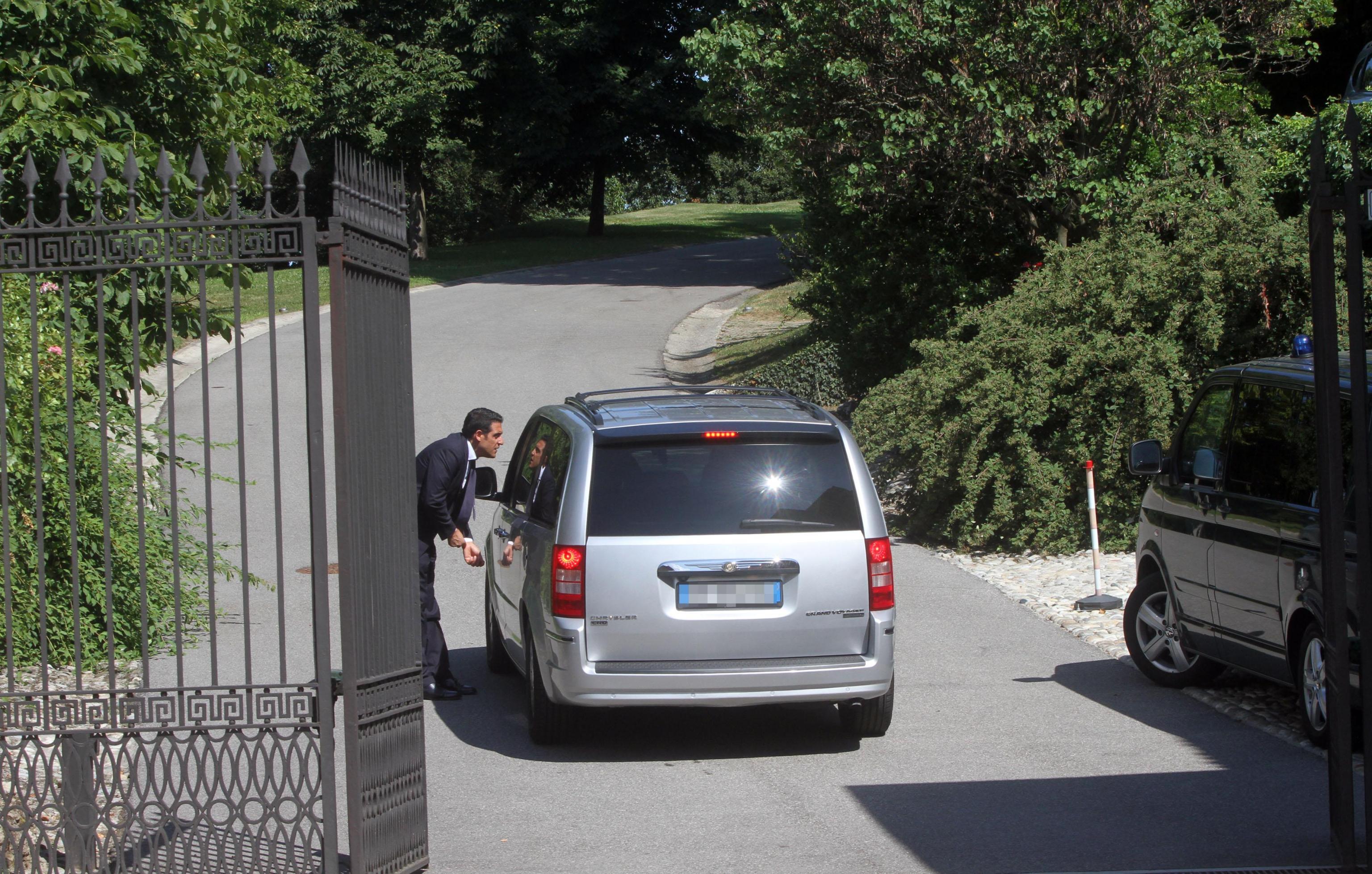 Giardiniere cade da un albero nella villa di Berlusconi e muore