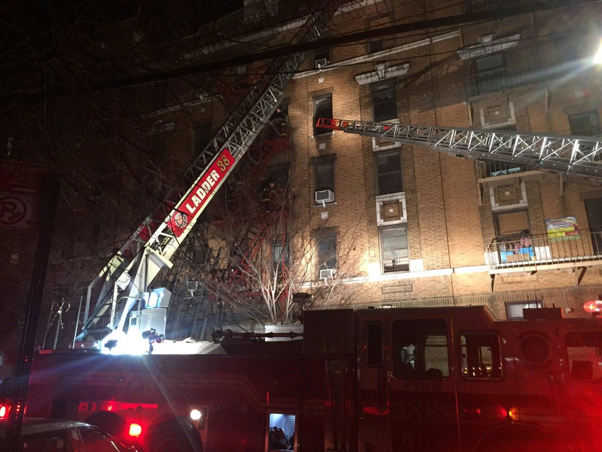 Incendio a New York, 12 morti nel Bronx: tra le vittime c'è anche un neonato