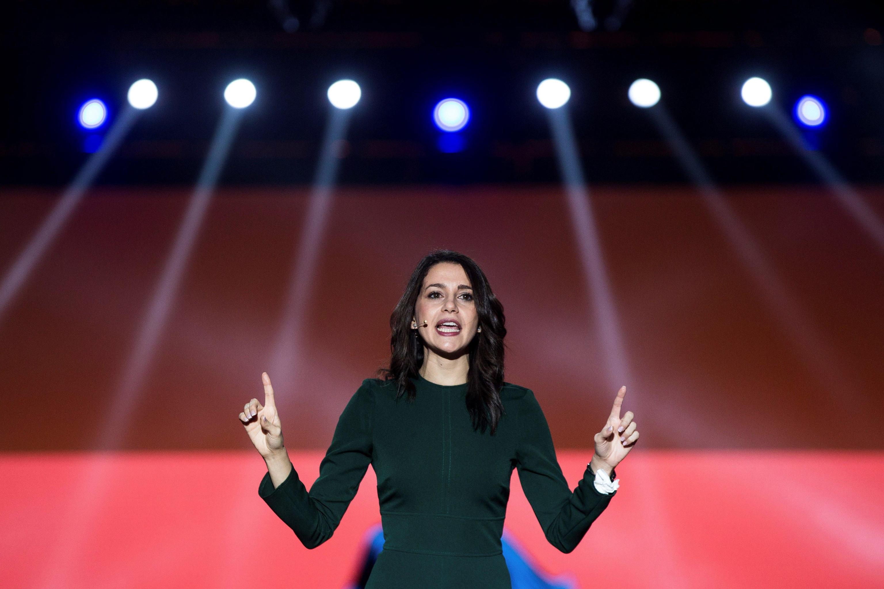 Inés Arrimadas, chi è la leader unionista candidata a essere la prima donna alla Generalitat