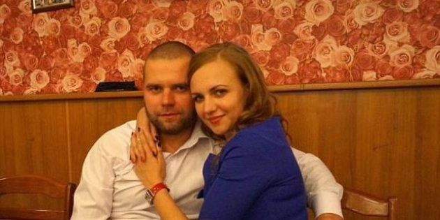 Picchia la moglie che voleva lasciarlo e manda le foto dei lividi agli amici: lei muore dopo 6 giorni di coma
