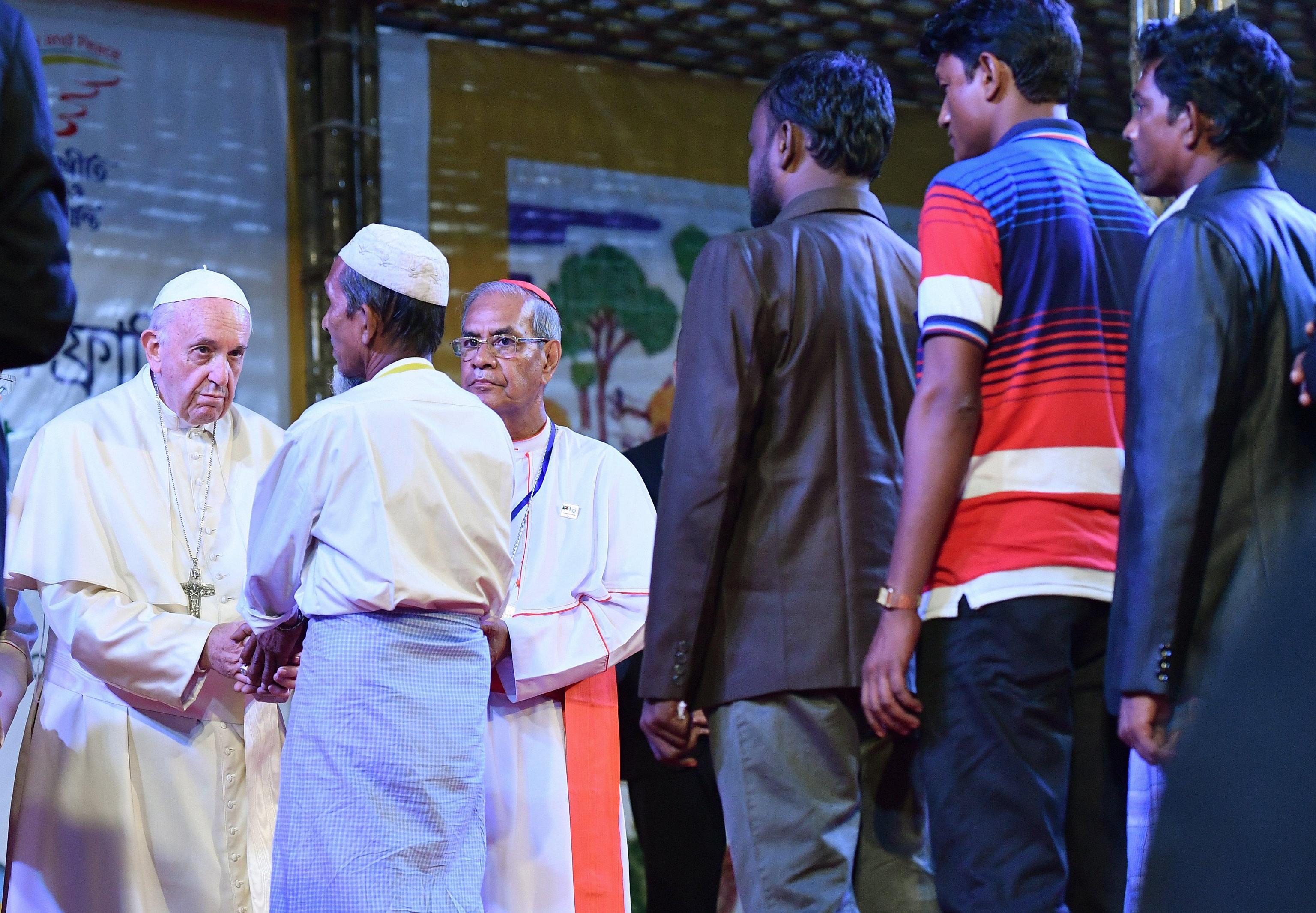 Papa Francesco incontra i Rohingya