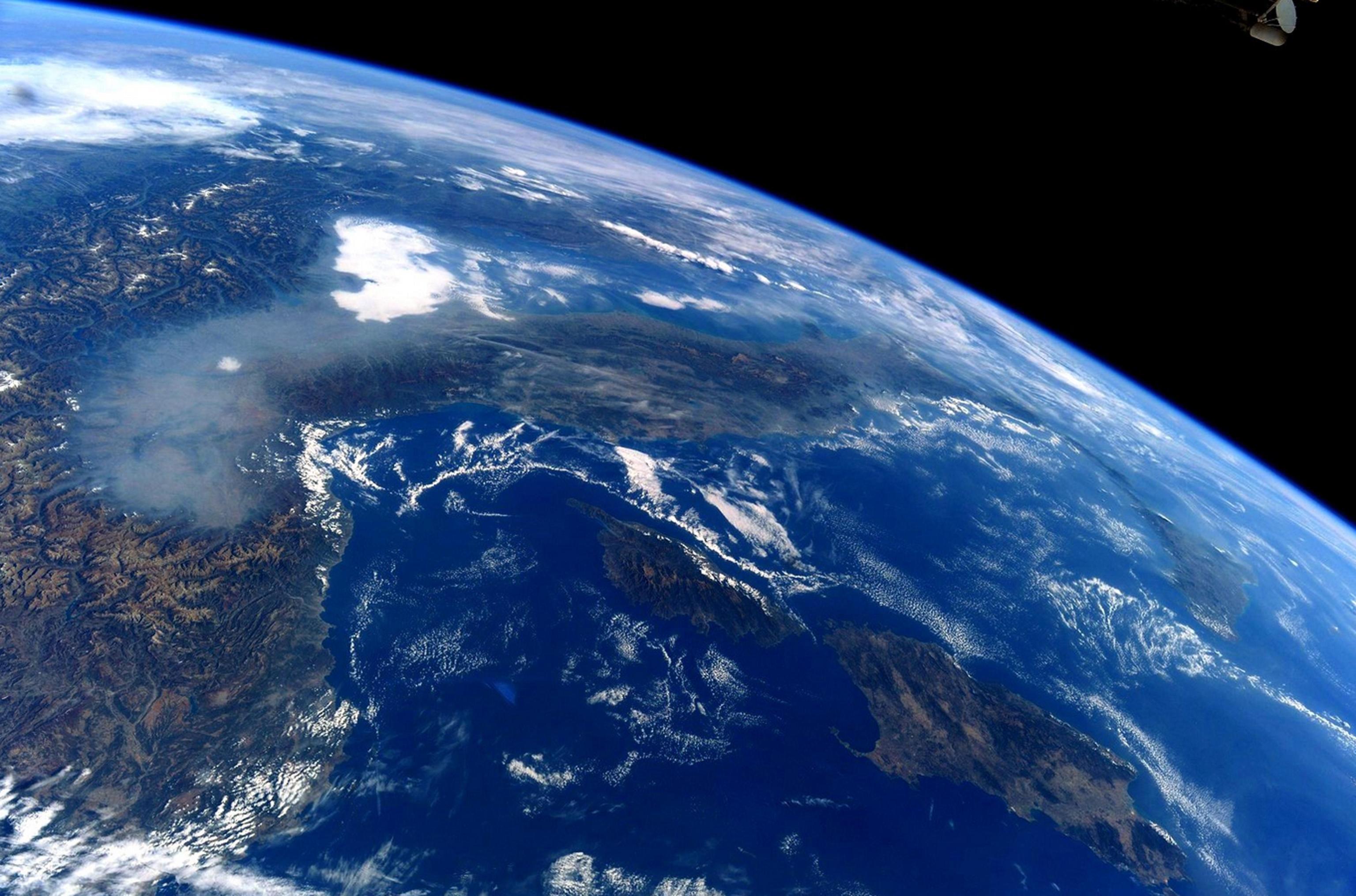 Lo smog sulla Pianura Padana visto dallo spazio nella foto di Paolo Nespoli