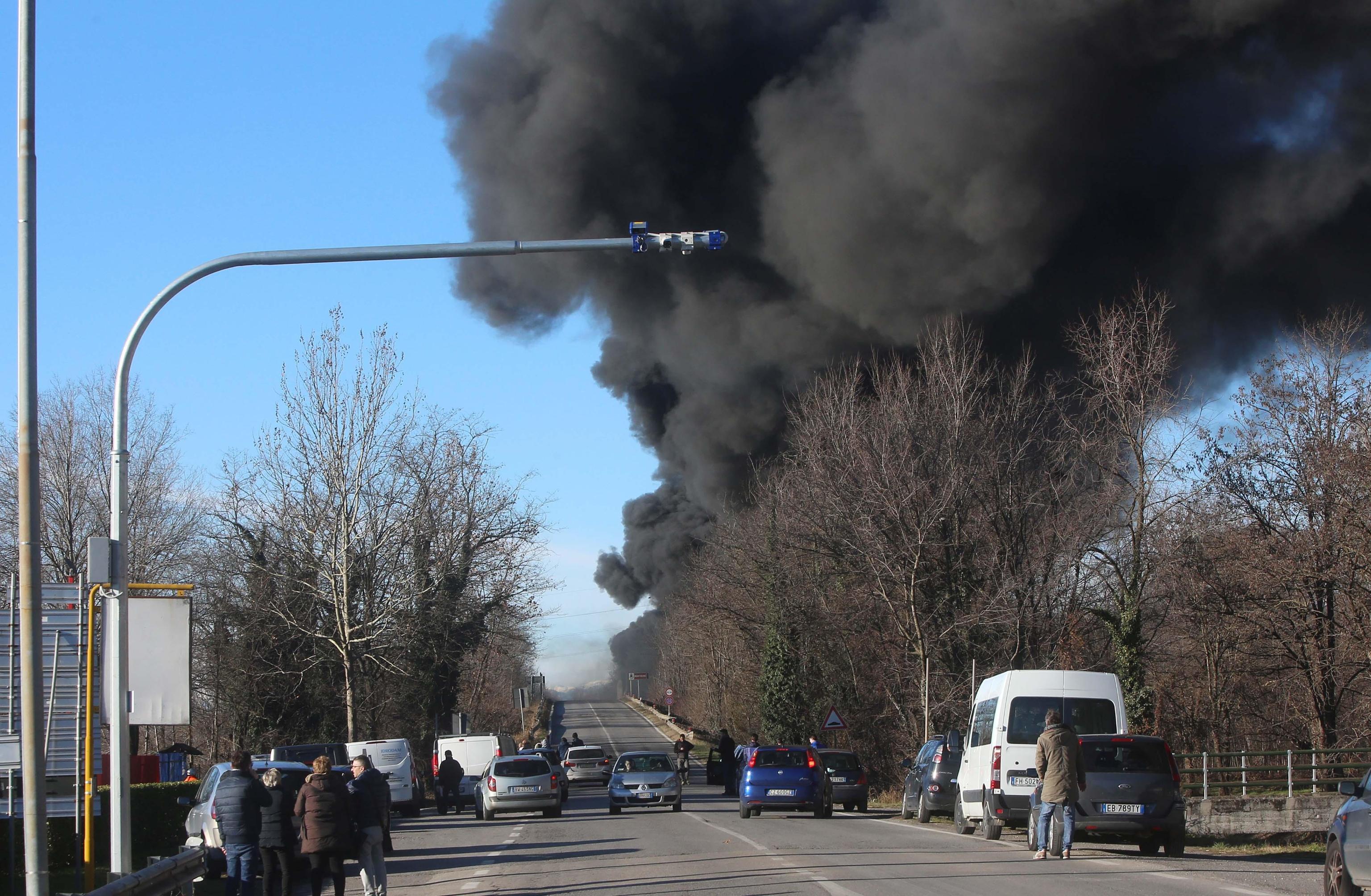 ++ Si incendia cisterna su A21, sei morti ++