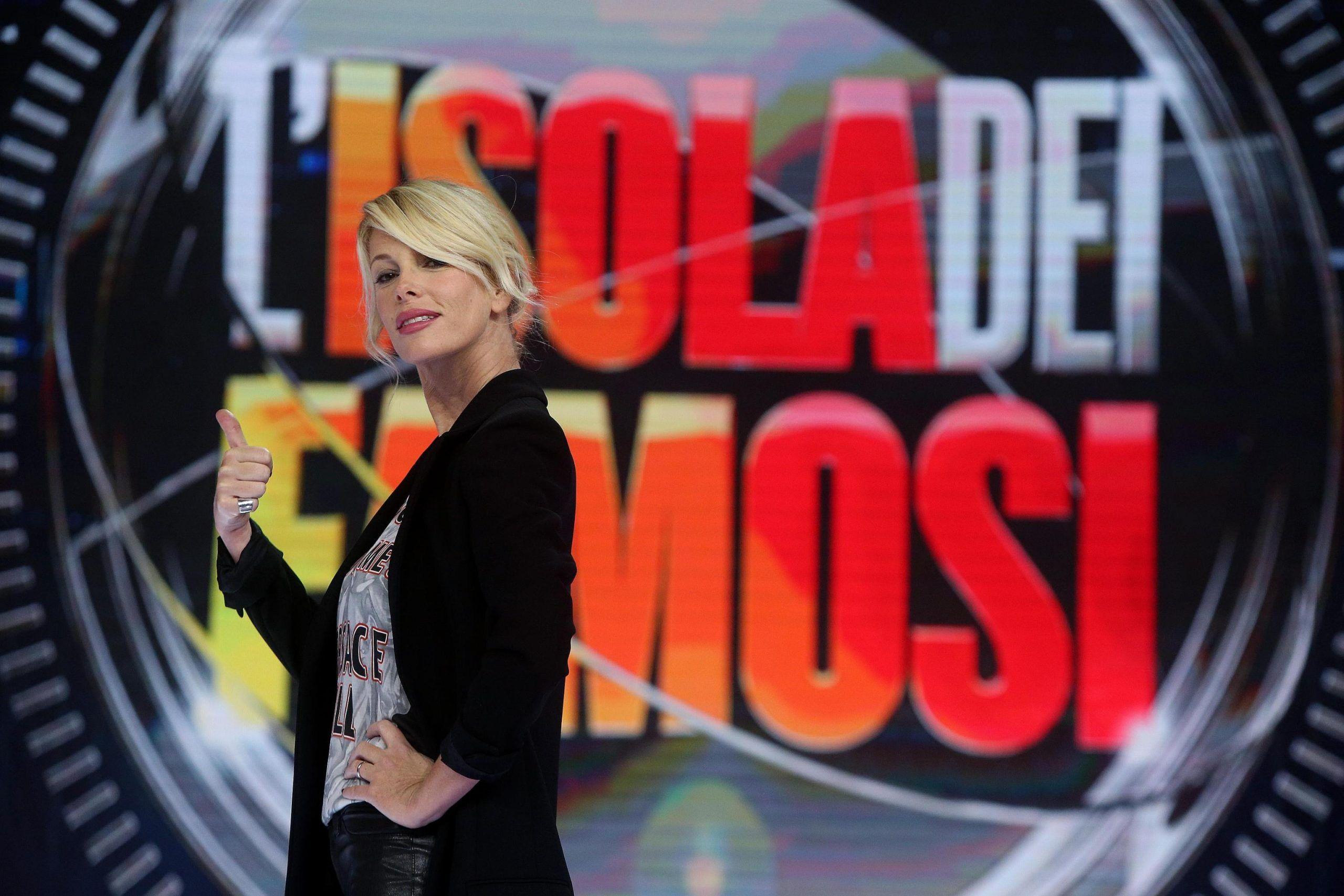 Isola dei famosi 2018, Paola Di Benedetto bloccata in aeroporto: per lei reality a rischio?