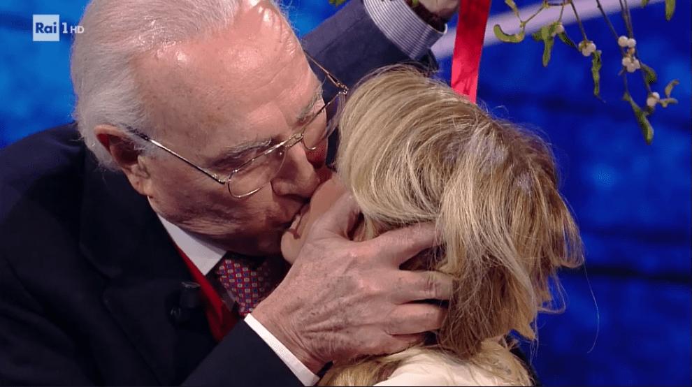 Bacio tra Pippo Baudo e Luciana Littizzetto