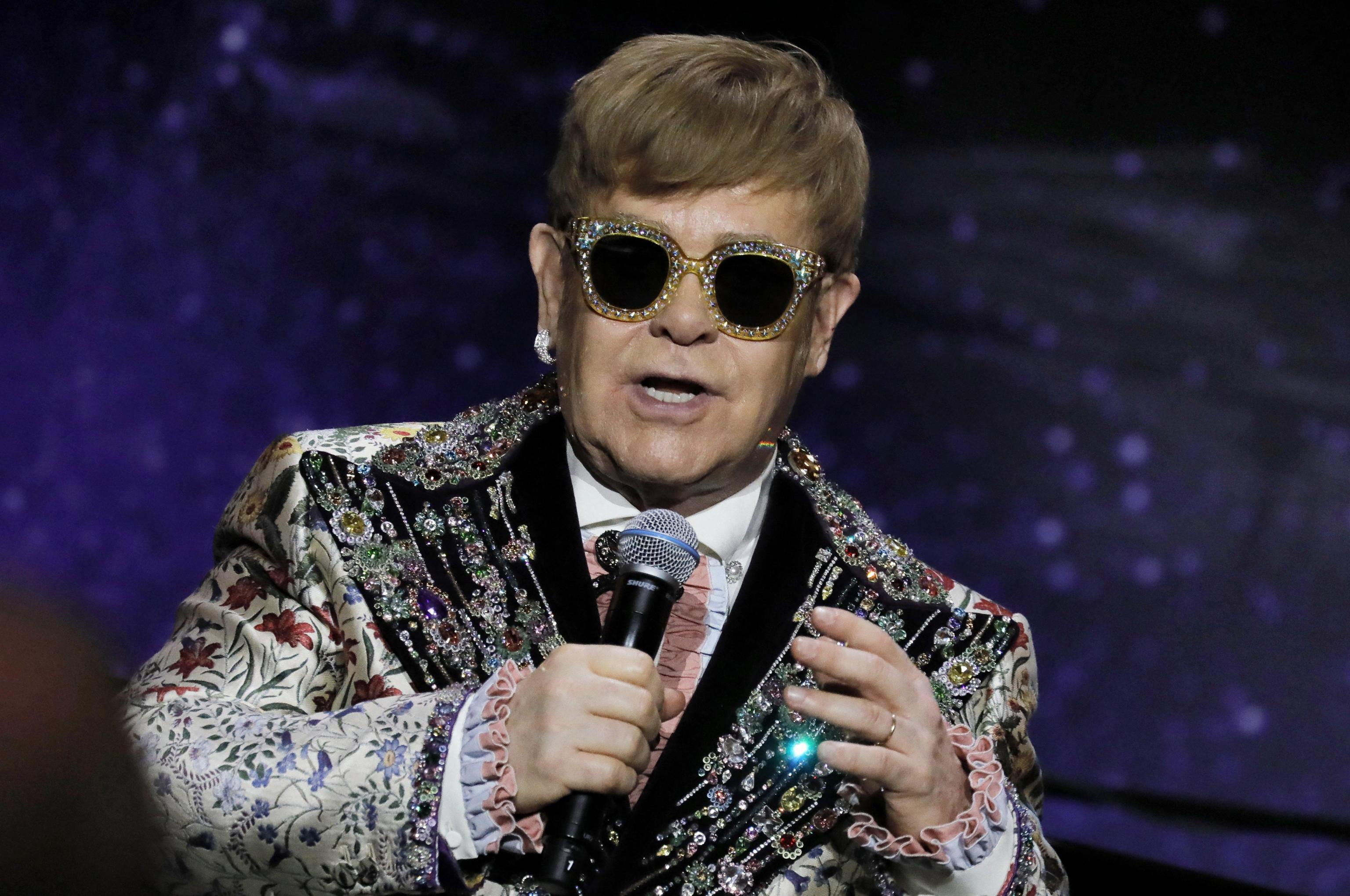 Elton John si ritira dalle scene: 'Ho figli, voglio essere parte della loro vita'