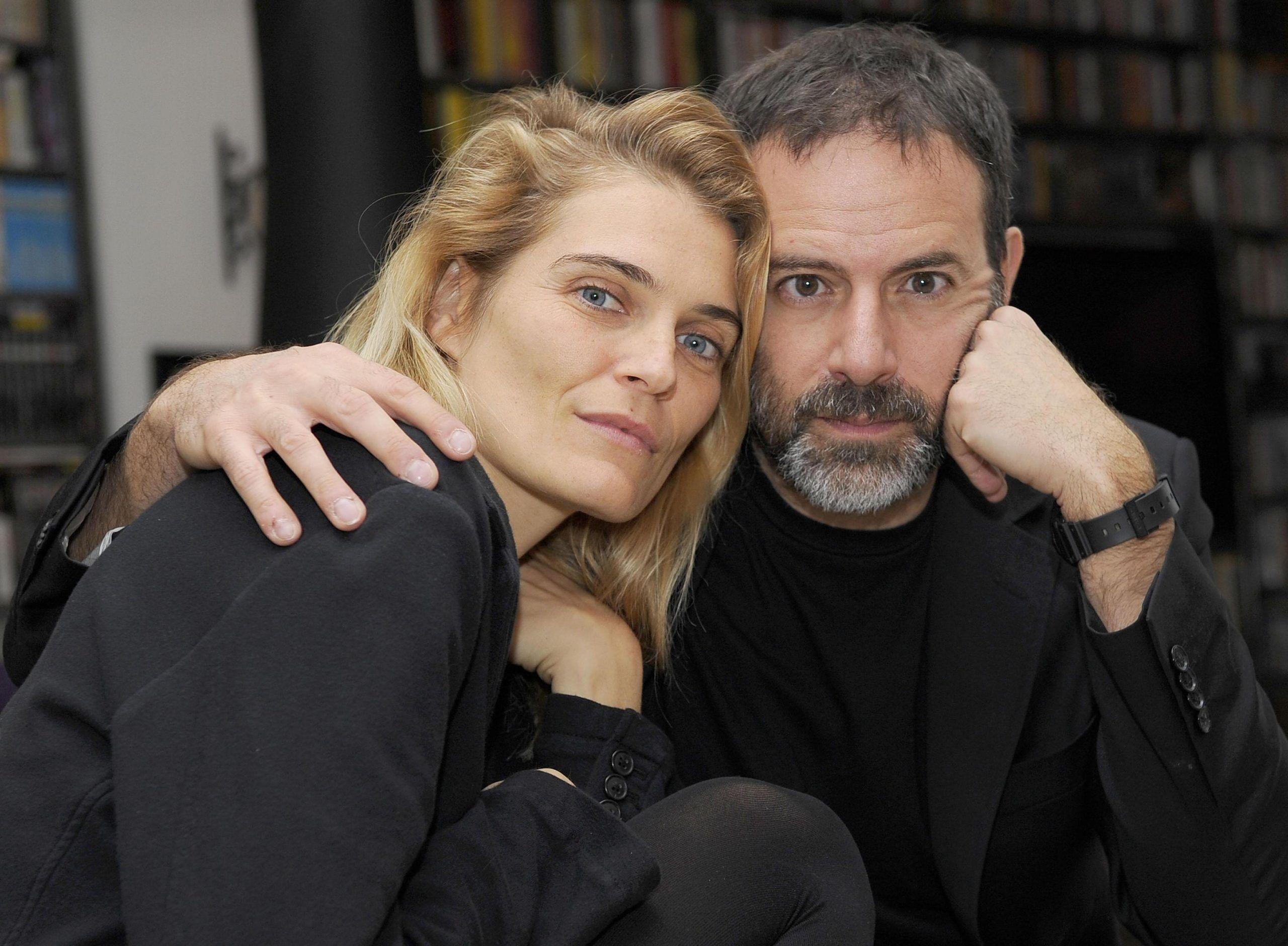 Fausto Brizzi e Claudia Zanella ritratti nella loro casa a Roma
