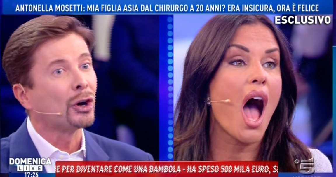 Pomeriggio 5, Antonella Mosetti contro Riccardo Signoretti: 'Sei un criceto che odia le donne'