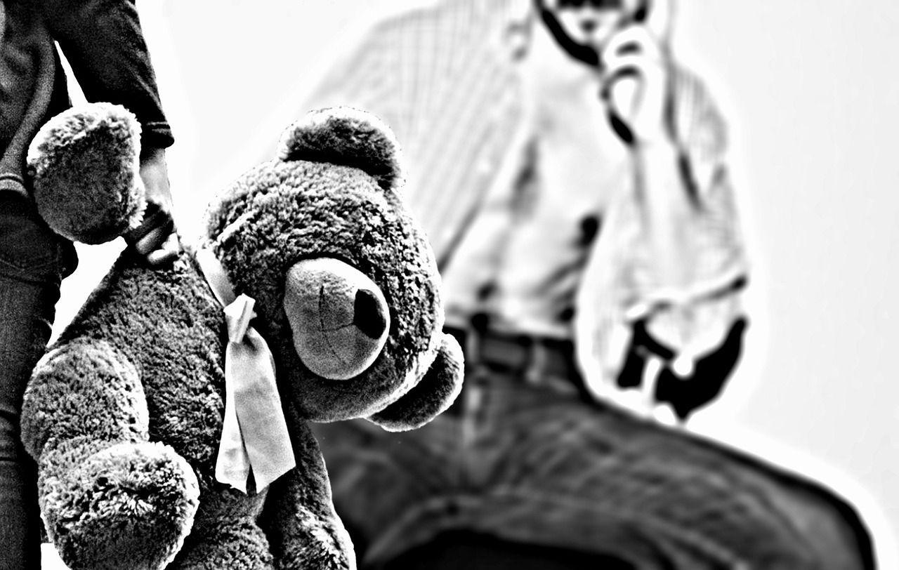 Padre adottivo arrestato per 900 violenze sessuali: 'Il peggior pedofilo della Russia'
