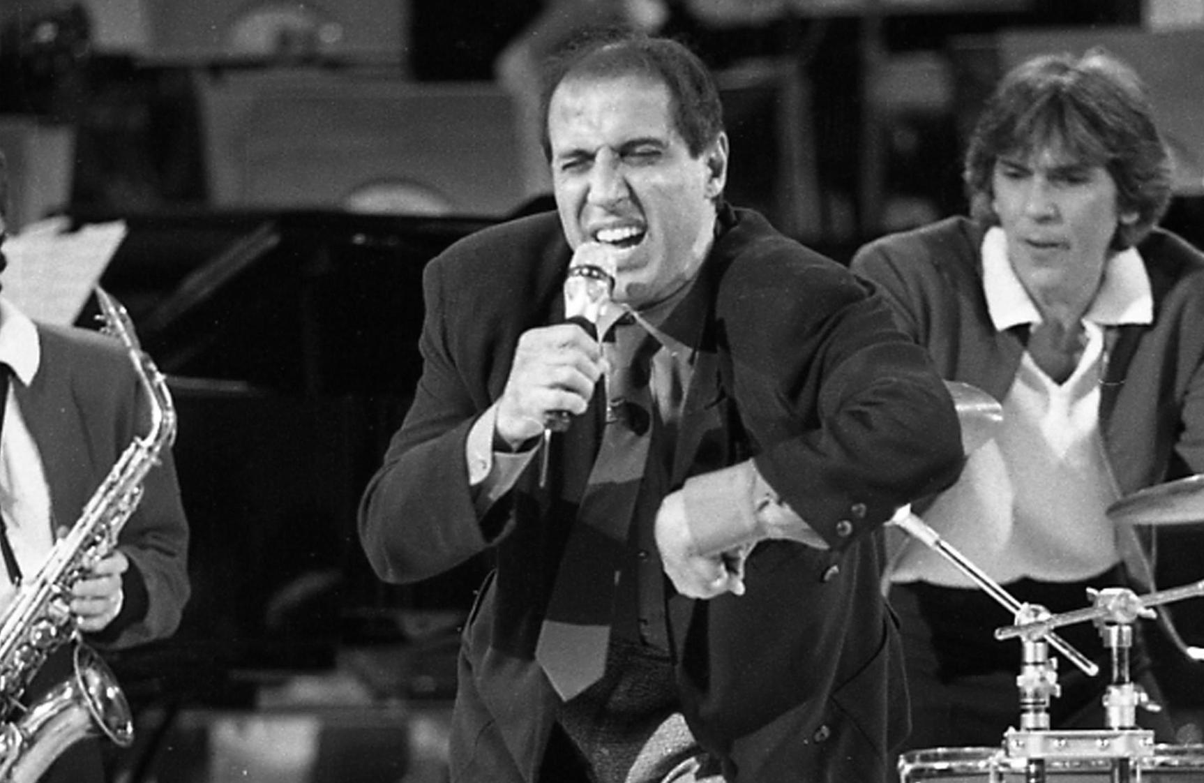 Adriano Celentano compie 80 anni, le canzoni più famose del molleggiato