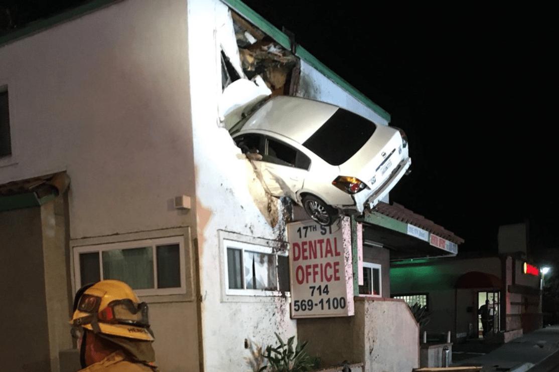 auto incidente bizzarro