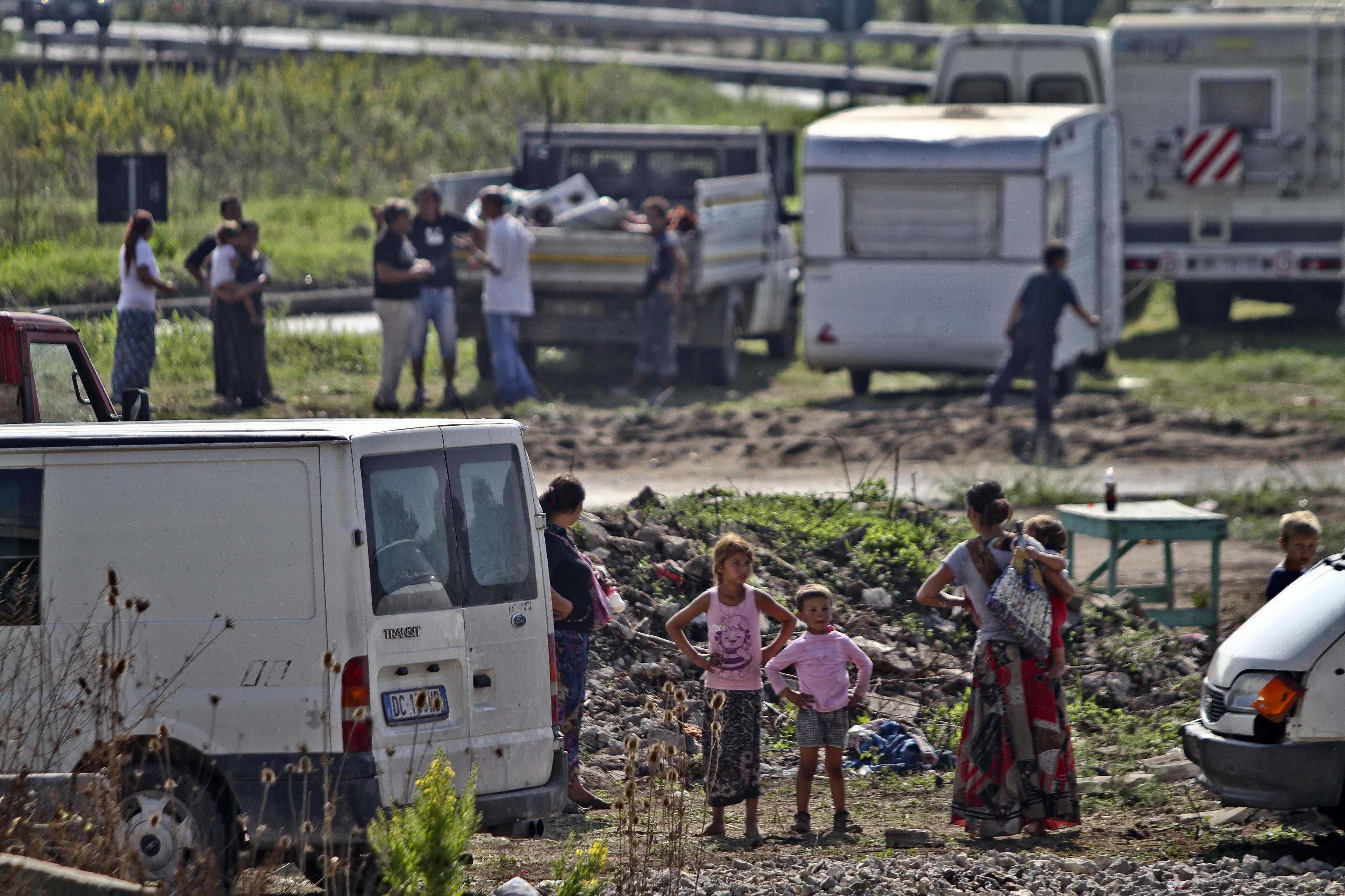 Forza Nuova, blitz all'incontro con i rom: «Sei italiana? Allora canta l'inno»
