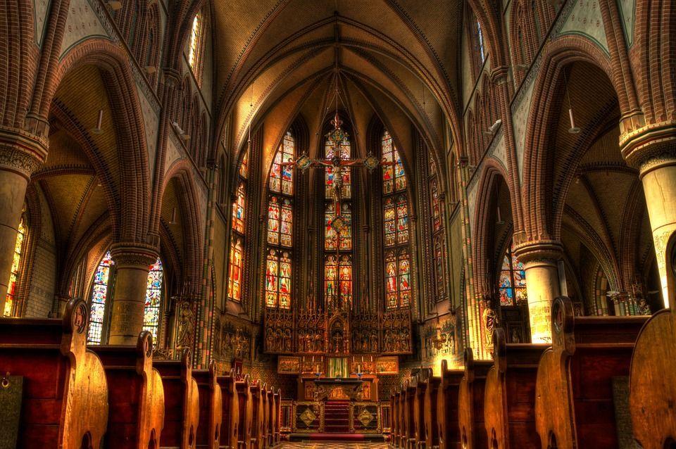 Roma, botte ai bimbi del catechismo: prete denunciato e sospeso